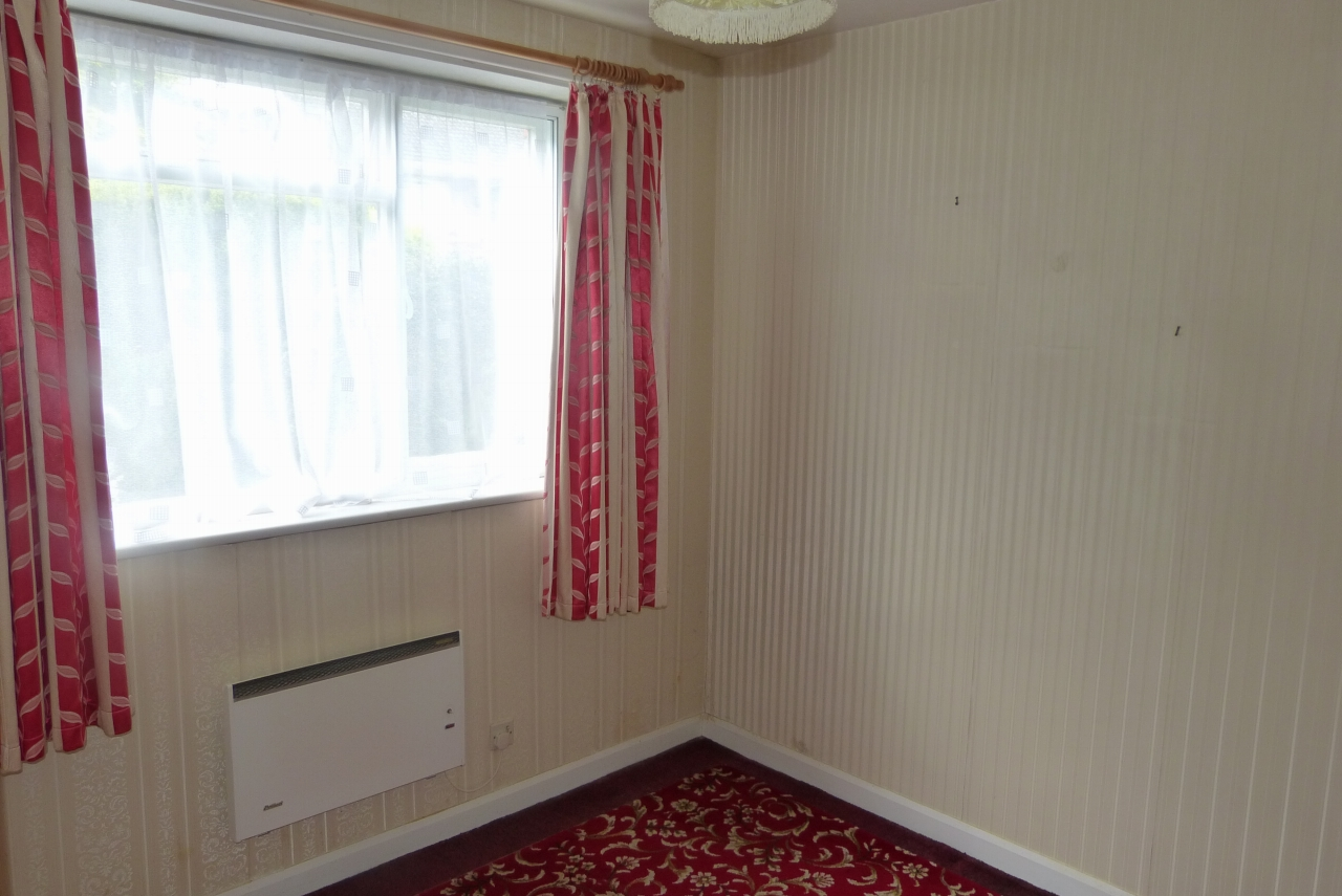 2 bedroom detached bungalow SSTC in Colwyn Bay - Photograph 5