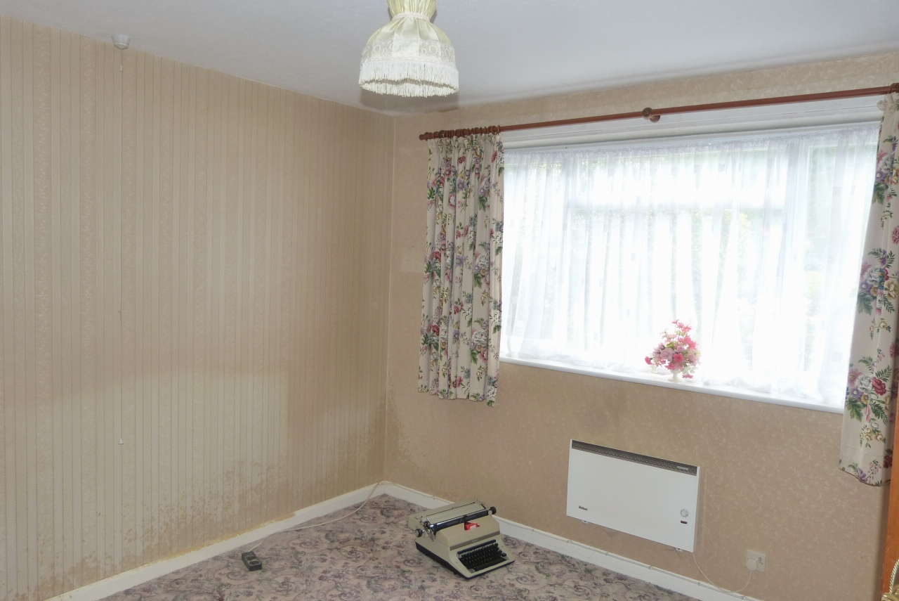 2 bedroom detached bungalow SSTC in Colwyn Bay - Photograph 6