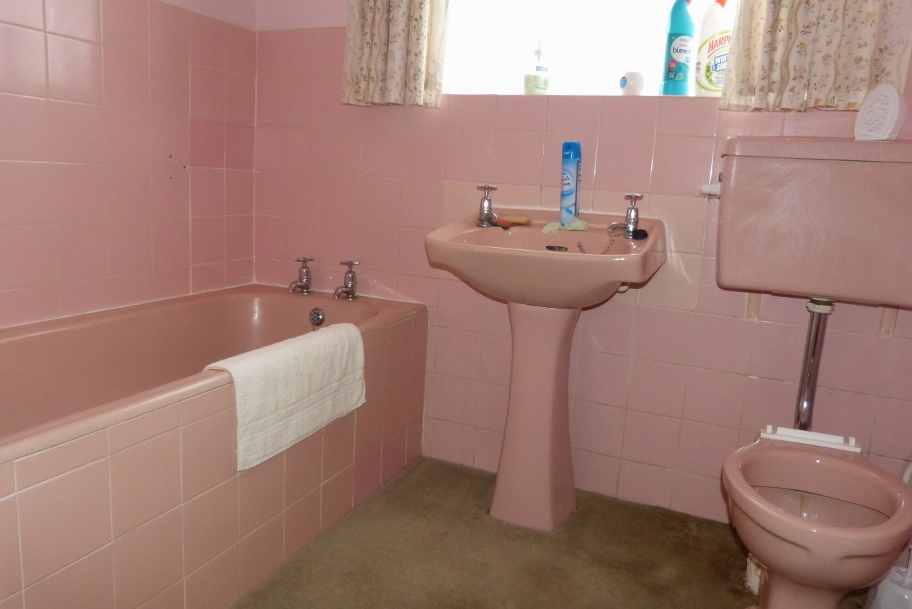 2 bedroom detached bungalow SSTC in Colwyn Bay - Photograph 7