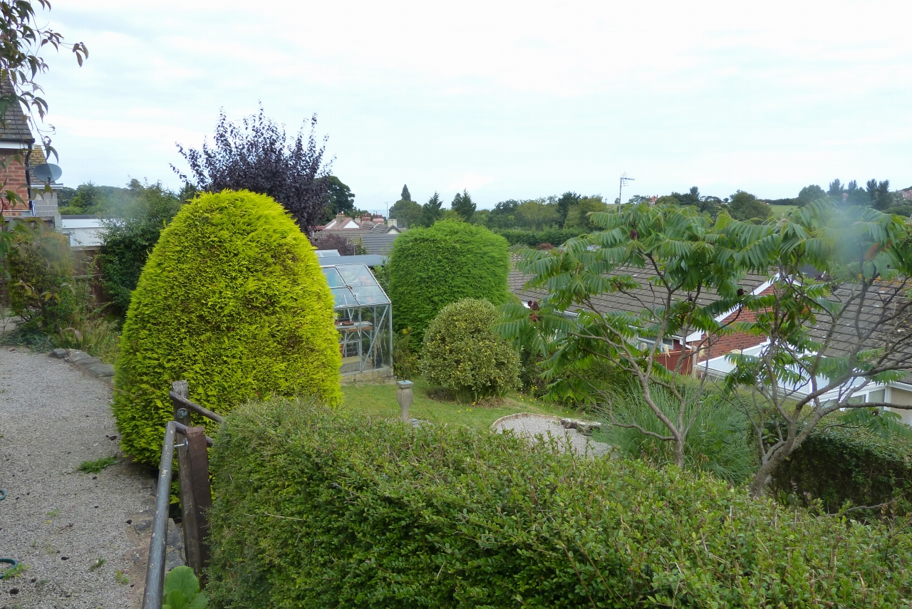 2 bedroom detached bungalow SSTC in Colwyn Bay - Photograph 11