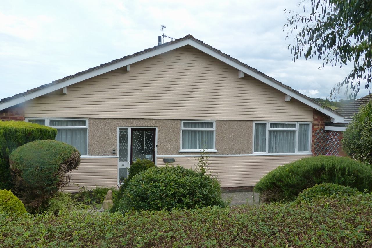 2 bedroom detached bungalow SSTC in Colwyn Bay - Photograph 12
