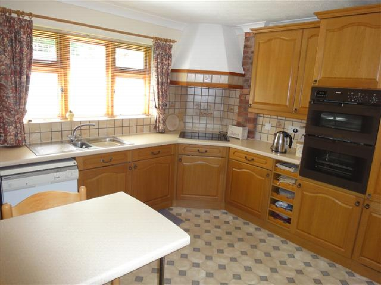 5 bedroom detached house Under Offer in Abergele - Photograph 4
