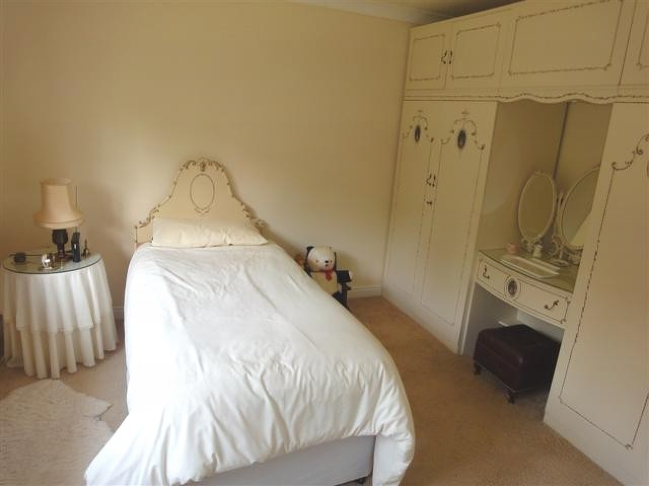 5 bedroom detached house For Sale in Abergele - Photograph 6