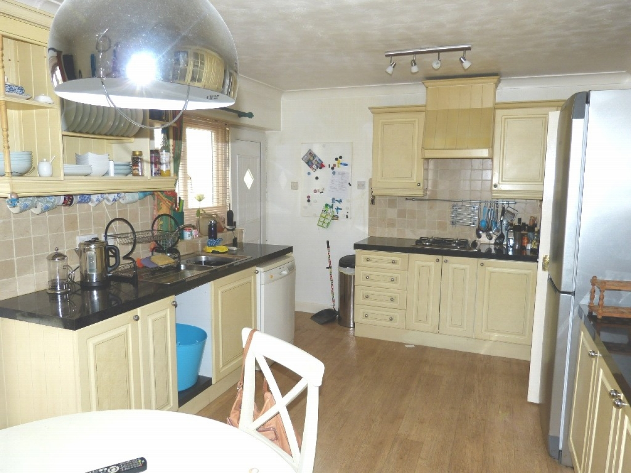 4 bedroom detached bungalow SSTC in Abergele - Photograph 4