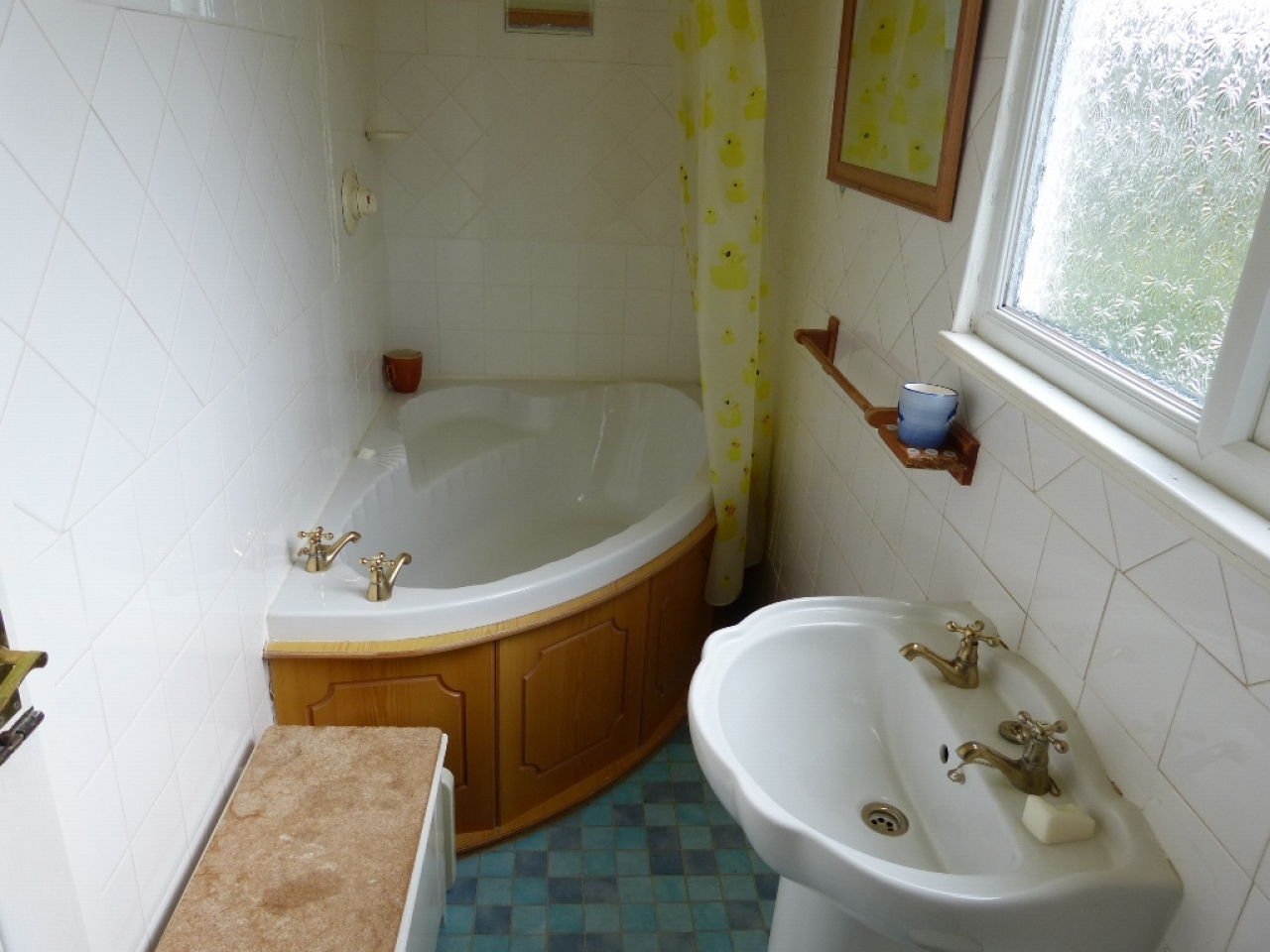 4 bedroom detached bungalow SSTC in Abergele - Photograph 7
