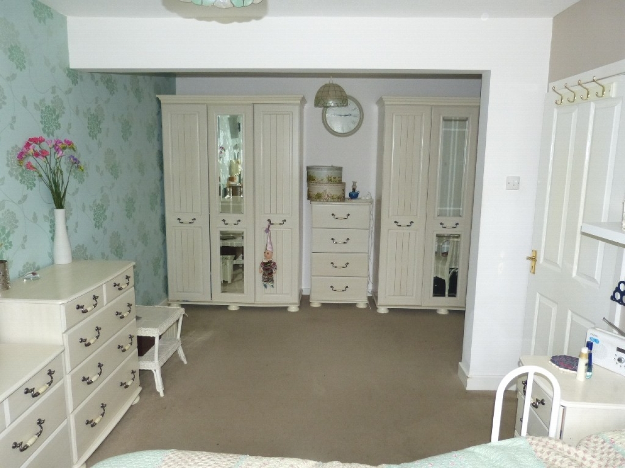 4 bedroom detached bungalow SSTC in Abergele - Photograph 12