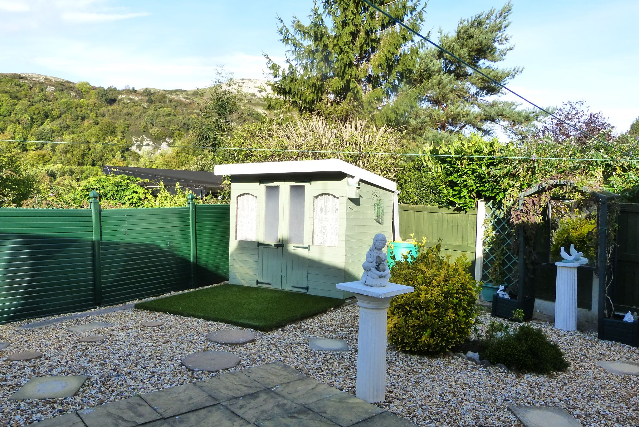 2 bedroom detached bungalow For Sale in Abergele - Photograph 10