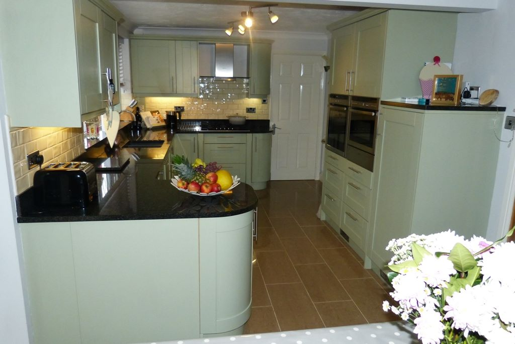 4 bedroom detached house For Sale in Abergele - Photograph 5