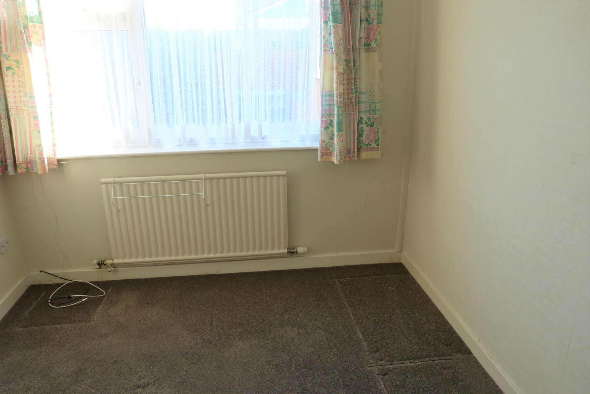 3 bedroom detached bungalow SSTC in Abergele - Photograph 8