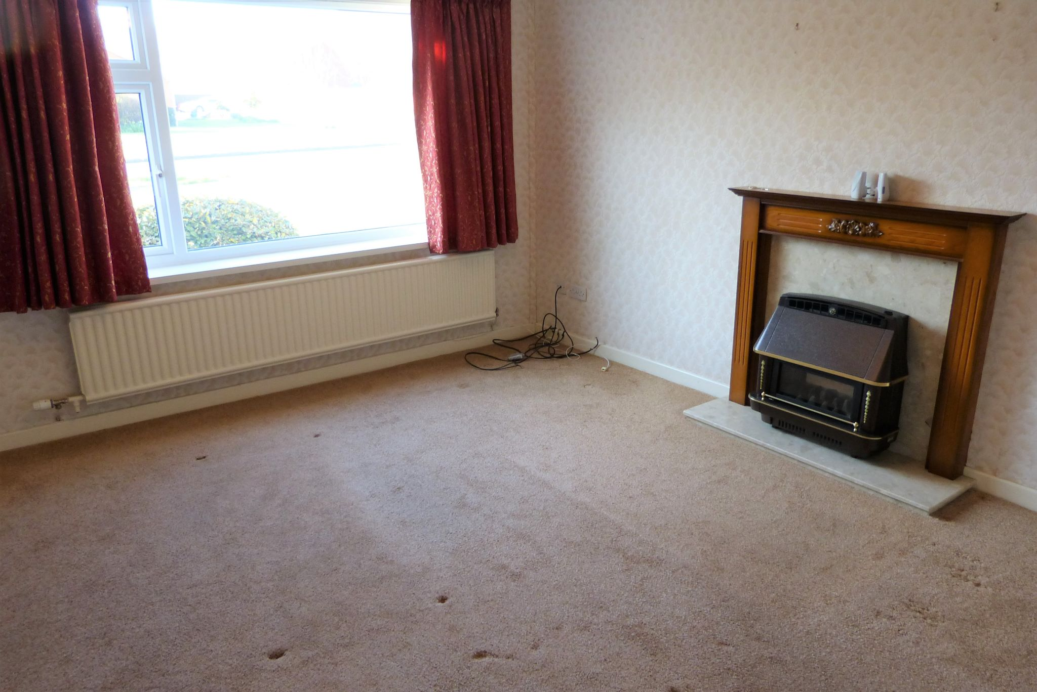3 bedroom detached bungalow SSTC in Abergele - Photograph 6