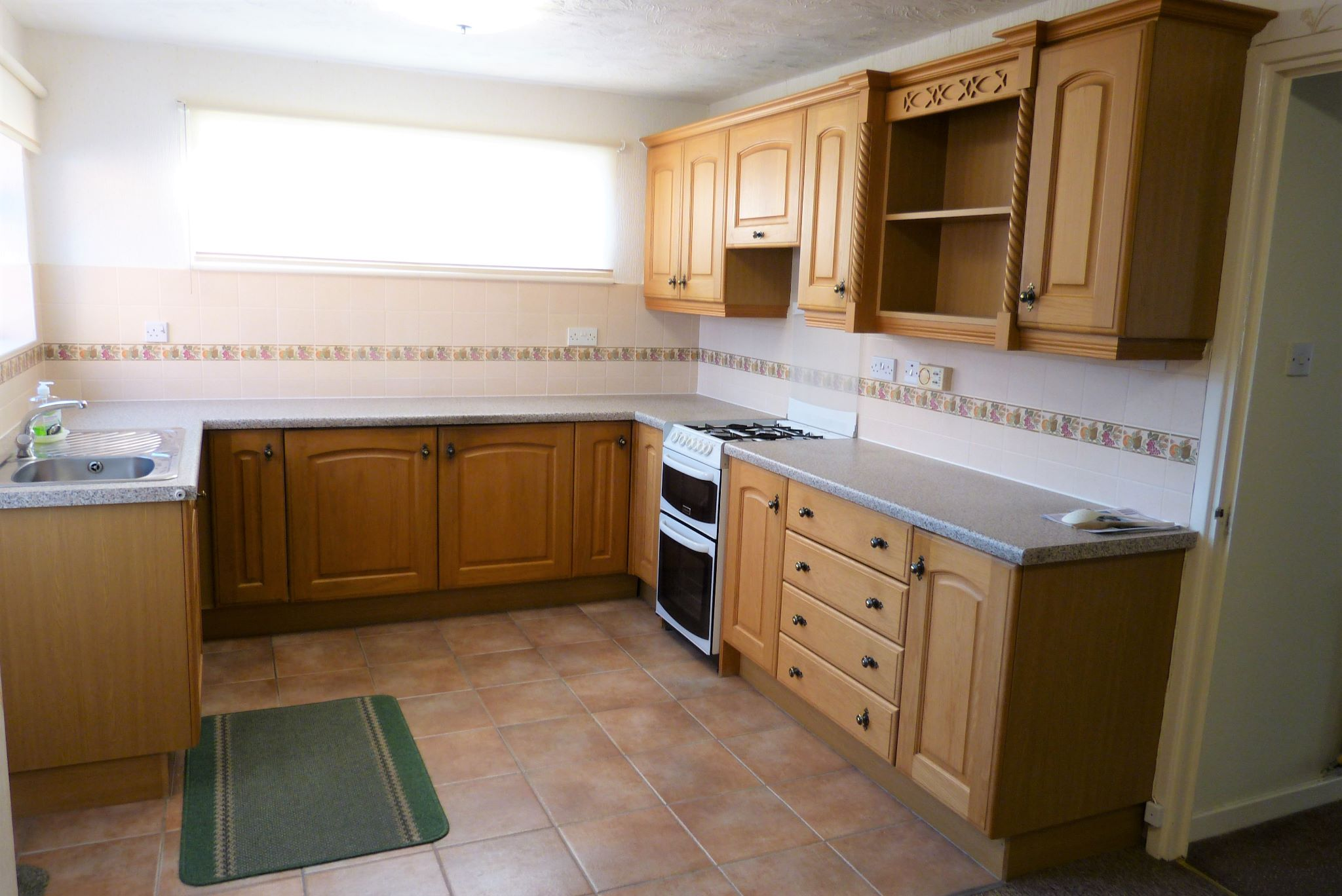 3 bedroom detached bungalow SSTC in Abergele - Photograph 2