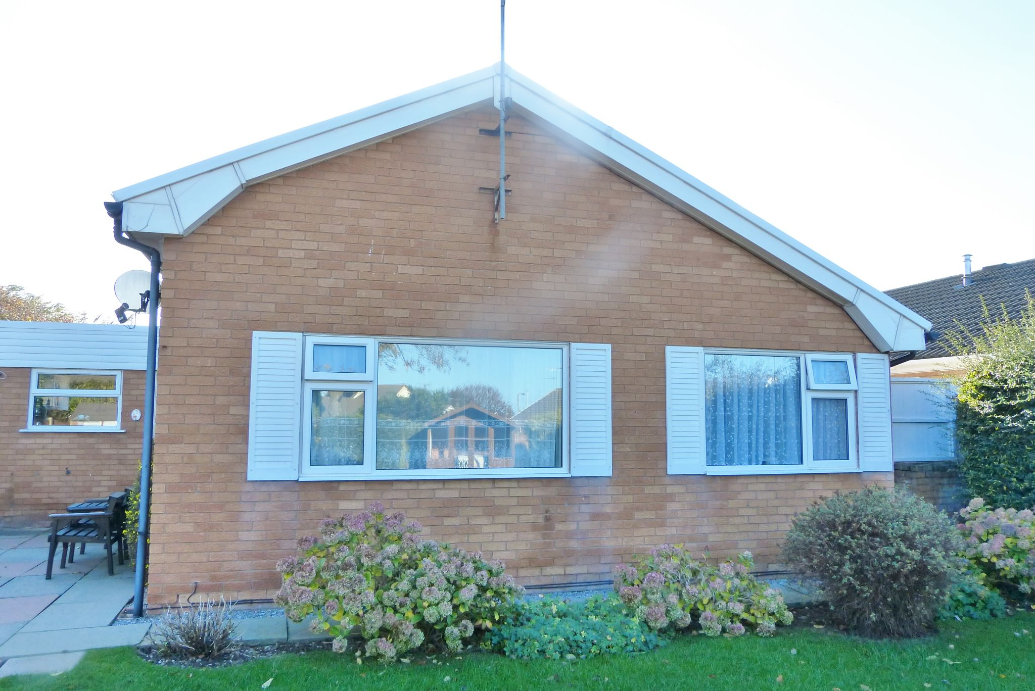 3 bedroom detached bungalow SSTC in Abergele - Photograph 11