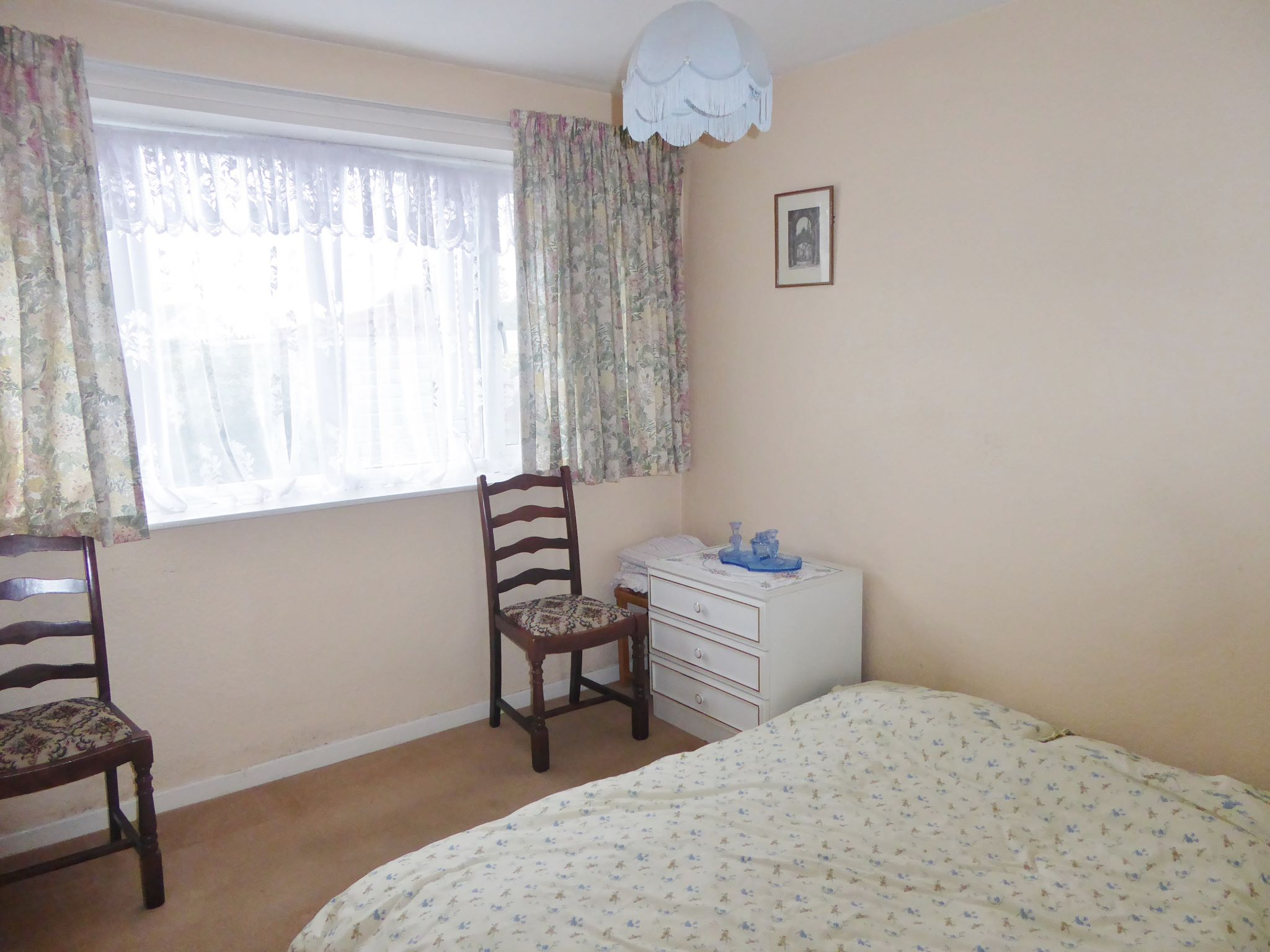 2 bedroom detached bungalow SSTC in Pensarn - Photograph 6