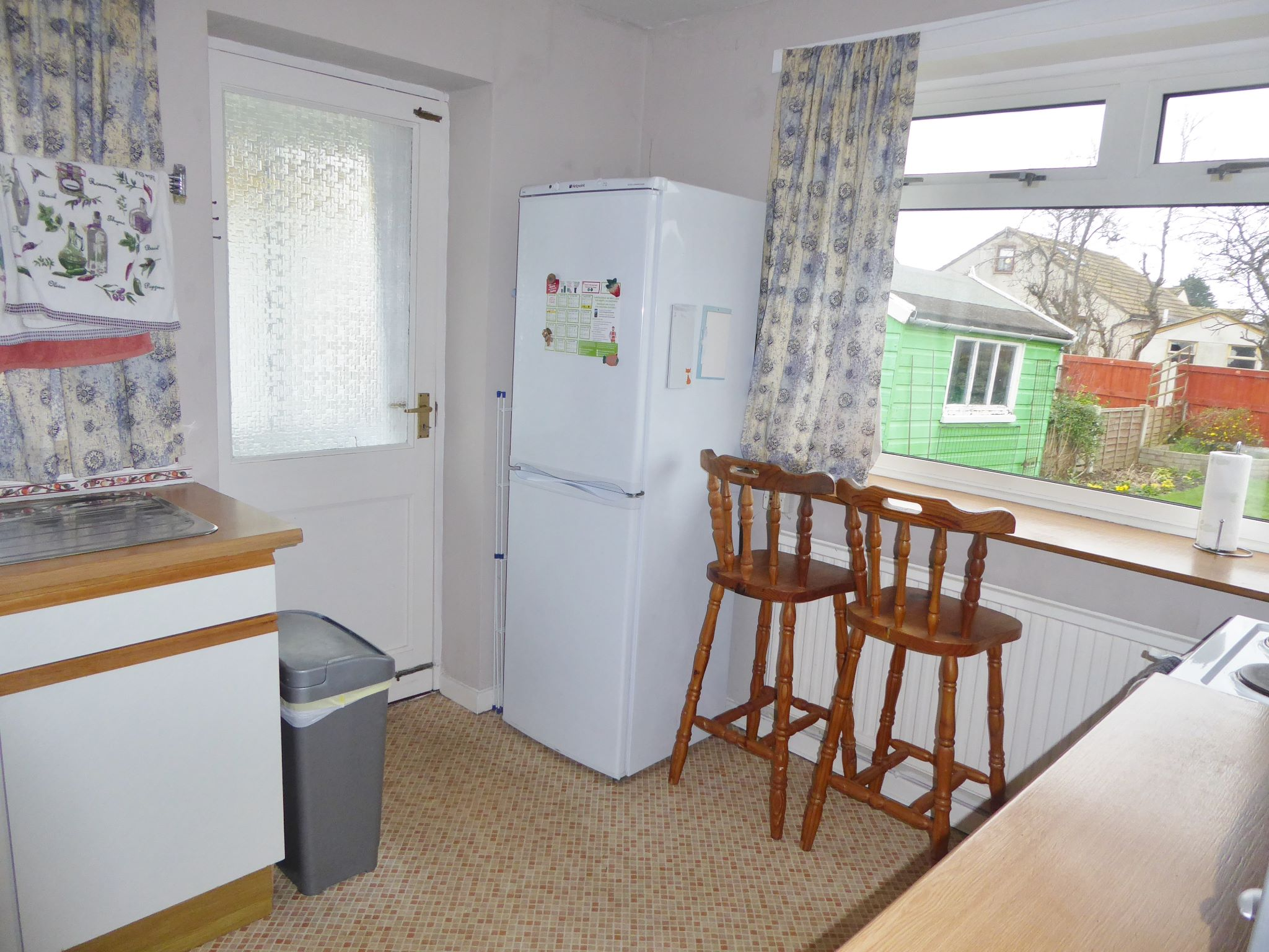 2 bedroom detached bungalow SSTC in Pensarn - Photograph 8