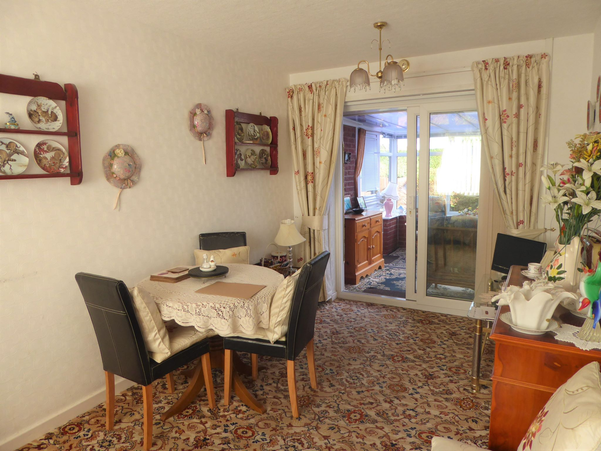2 bedroom detached bungalow For Sale in Abergele - Photograph 5
