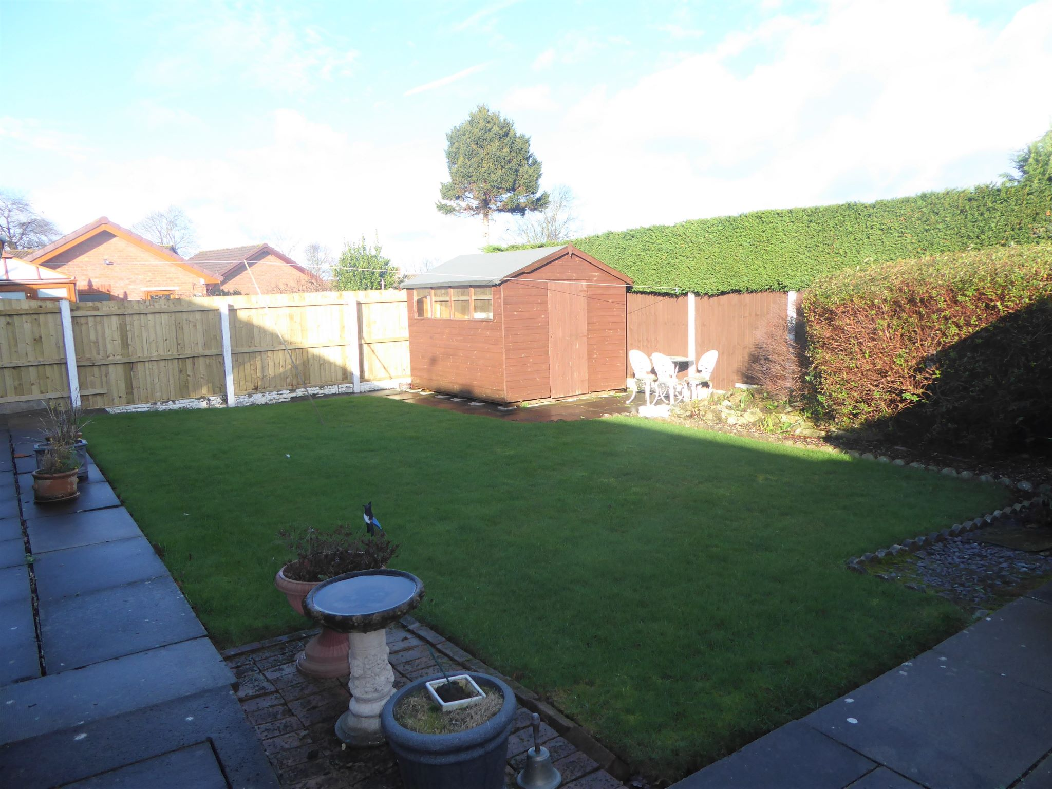 2 bedroom detached bungalow For Sale in Abergele - Photograph 13