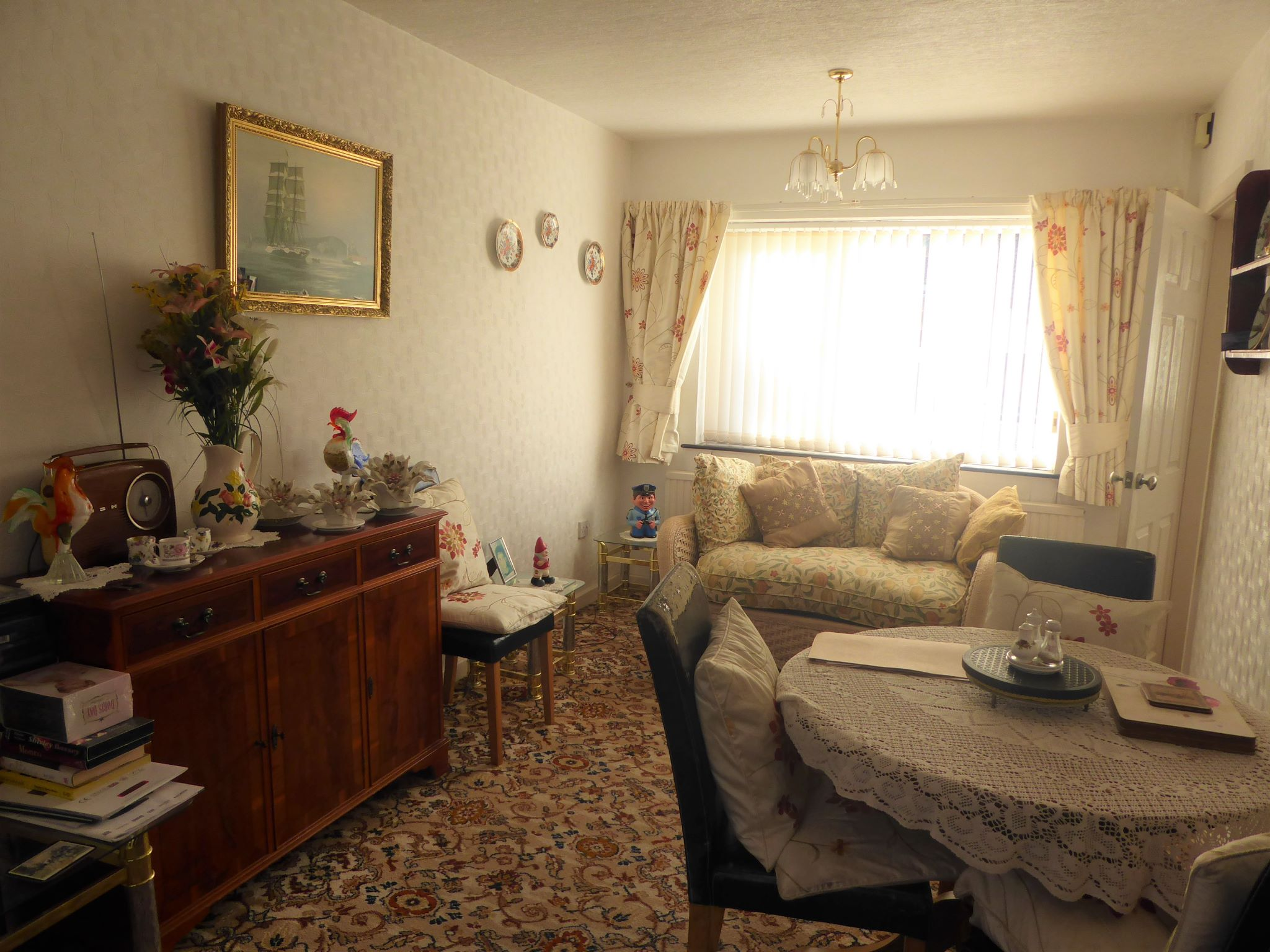 2 bedroom detached bungalow For Sale in Abergele - Photograph 4