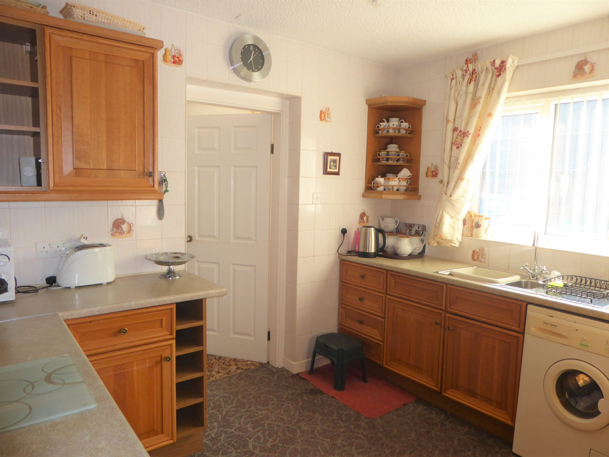 2 bedroom detached bungalow For Sale in Abergele - Photograph 7