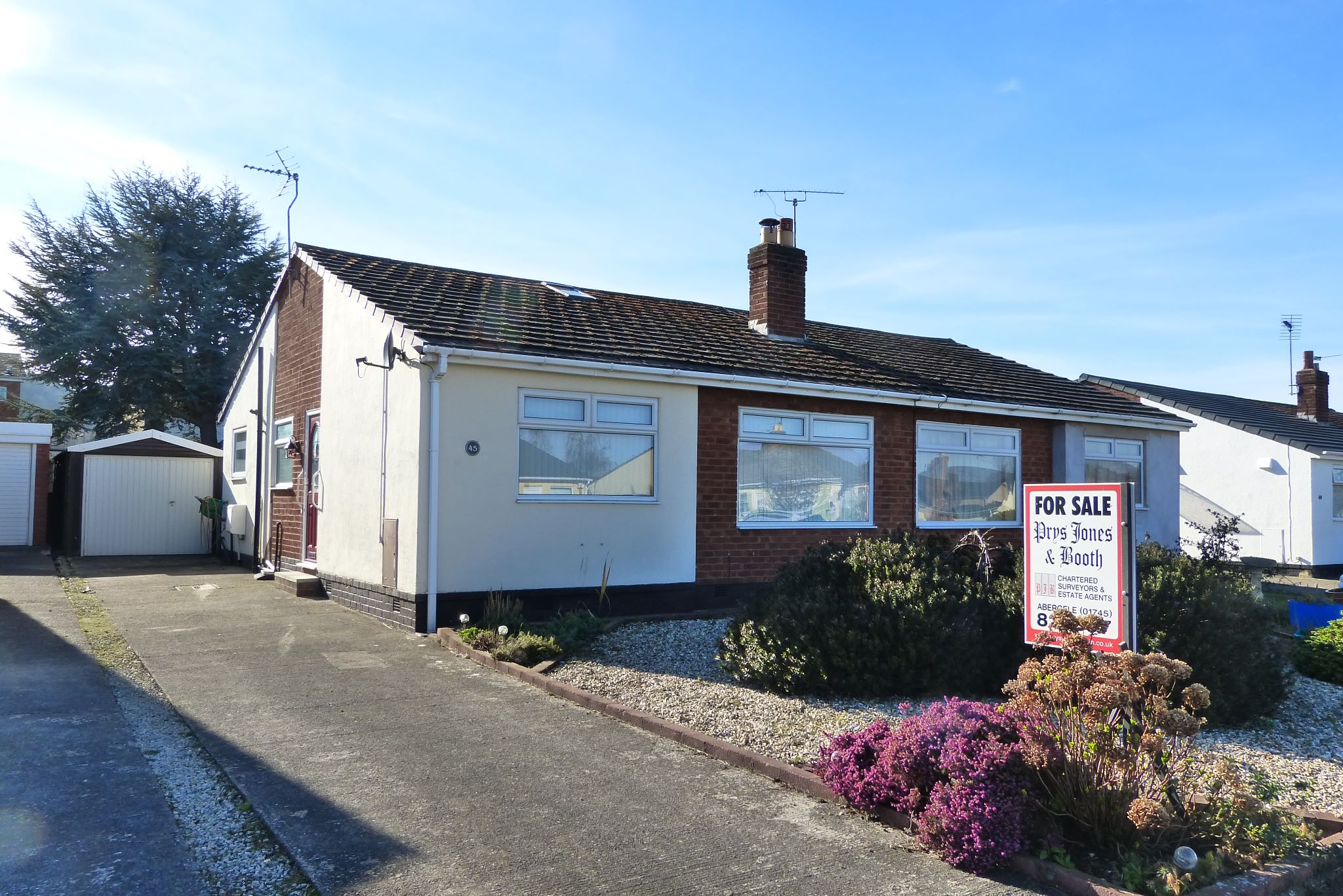 2 bedroom semi-detached bungalow SSTC in Abergele - Photograph 1