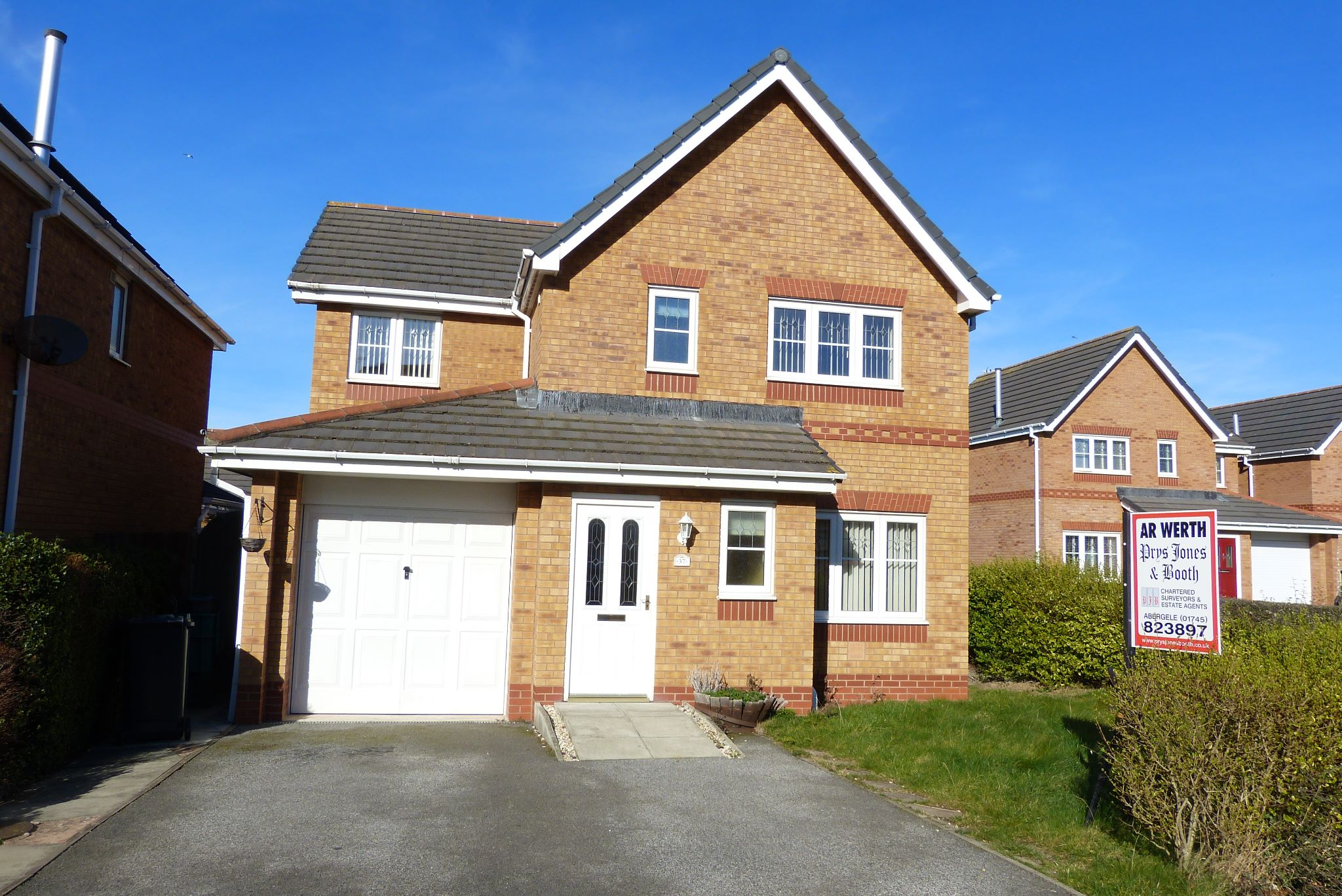4 bedroom detached house For Sale in Abergele - Photograph 1