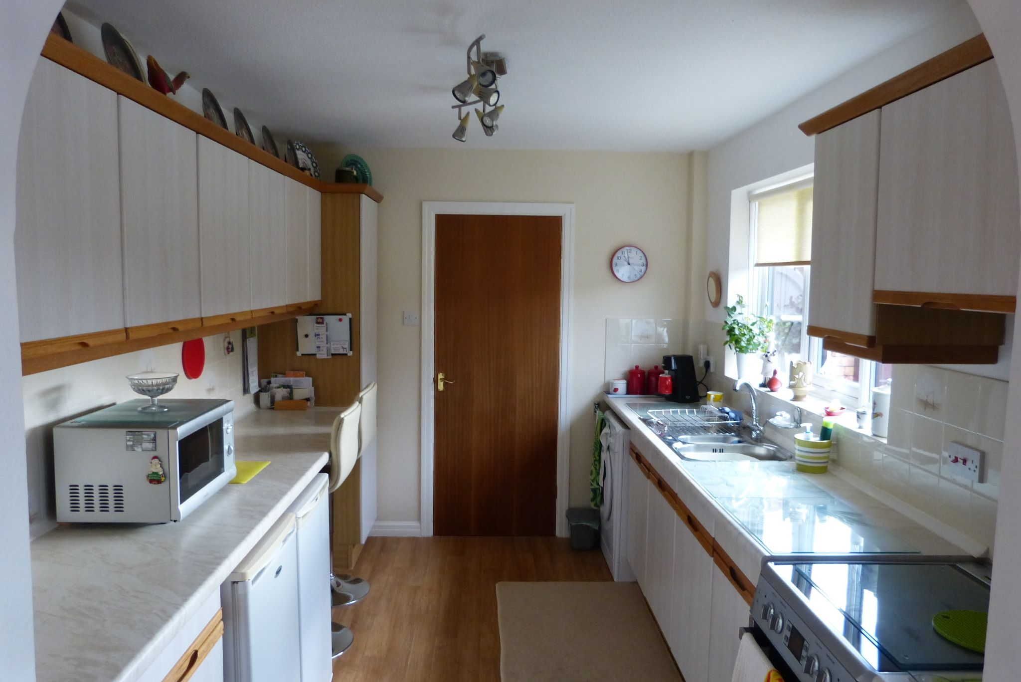 2 bedroom detached bungalow SSTC in Pensarn,  Abergele - Photograph 4