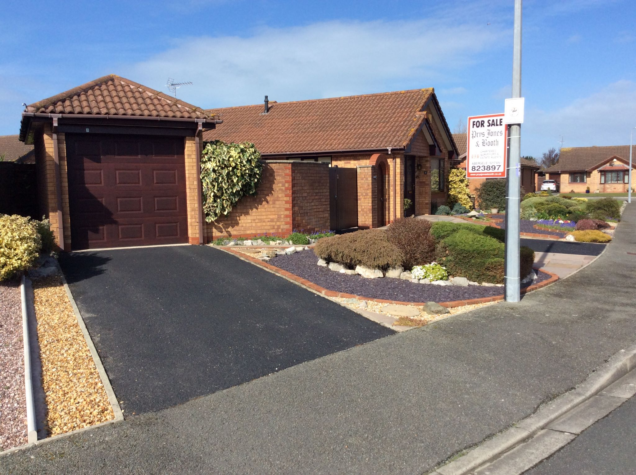 2 bedroom detached bungalow For Sale in Pensarn,  Abergele - Property photograph