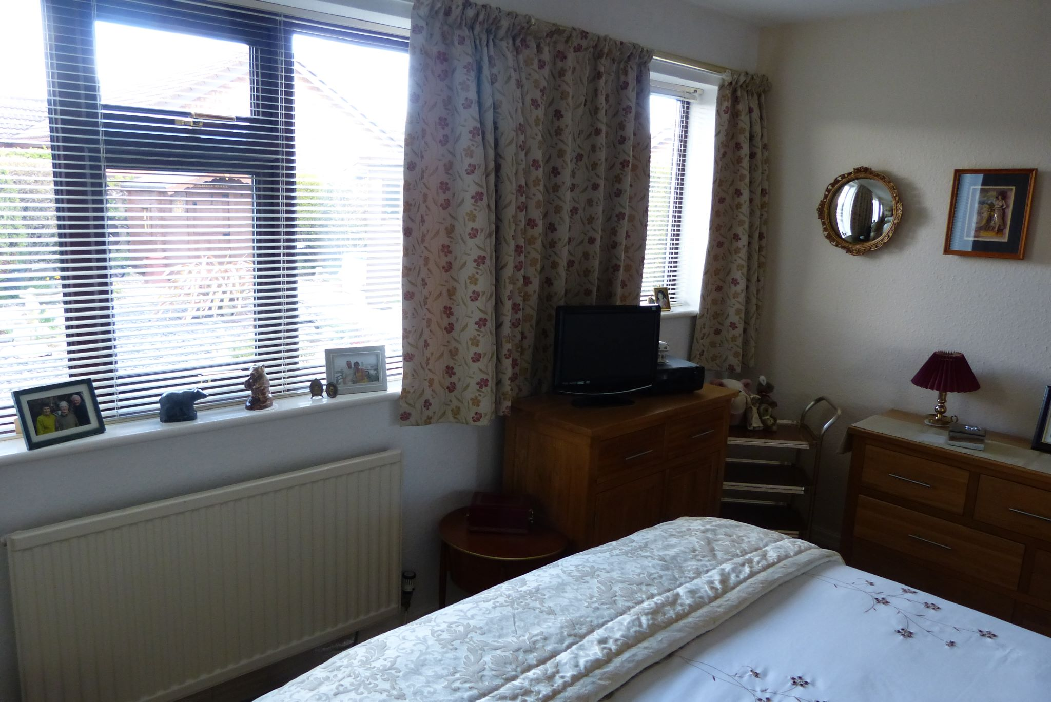 2 bedroom detached bungalow SSTC in Pensarn,  Abergele - Photograph 10