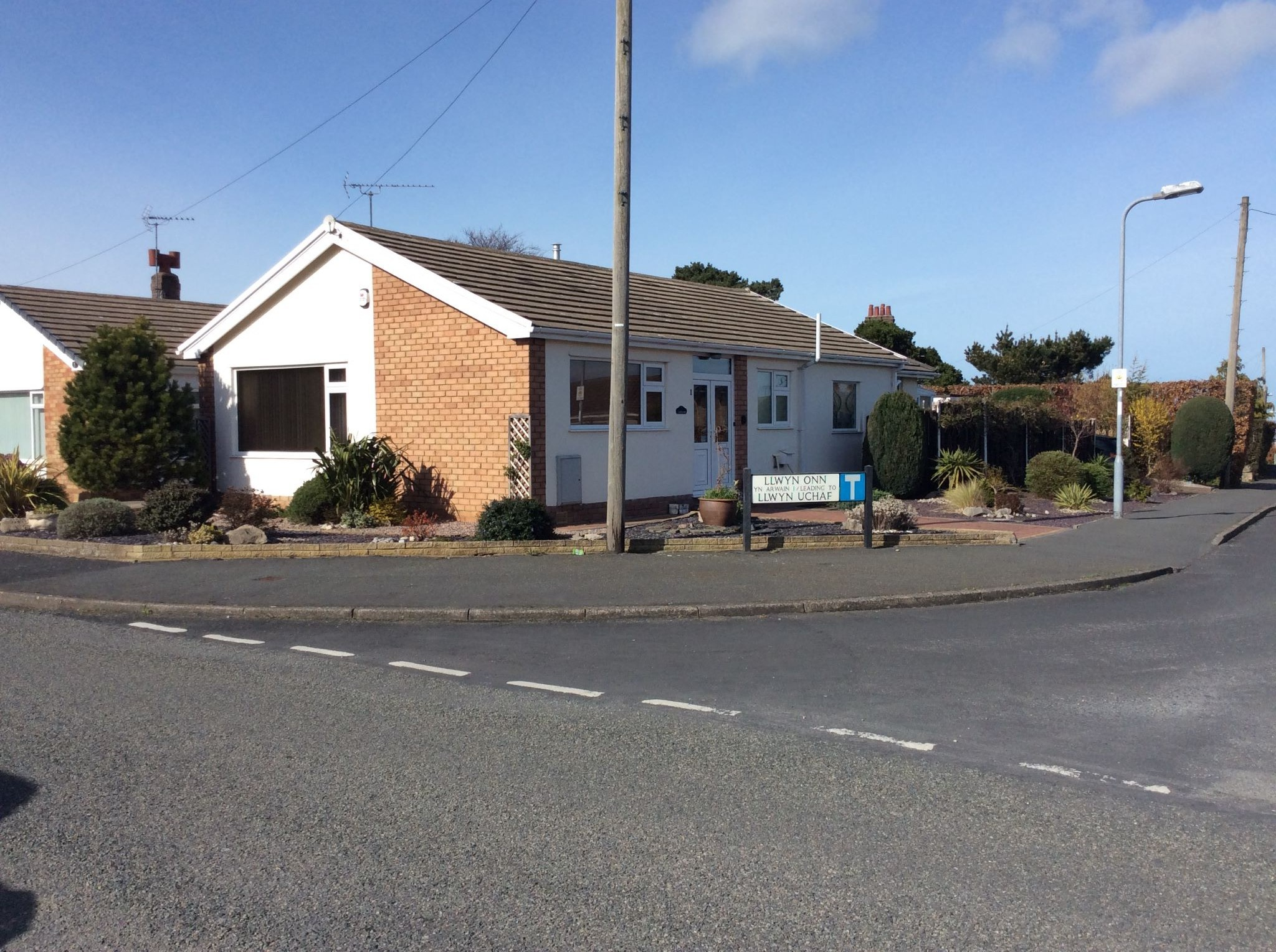 2 bedroom detached bungalow Sale Agreed in Abergele - Photograph 1