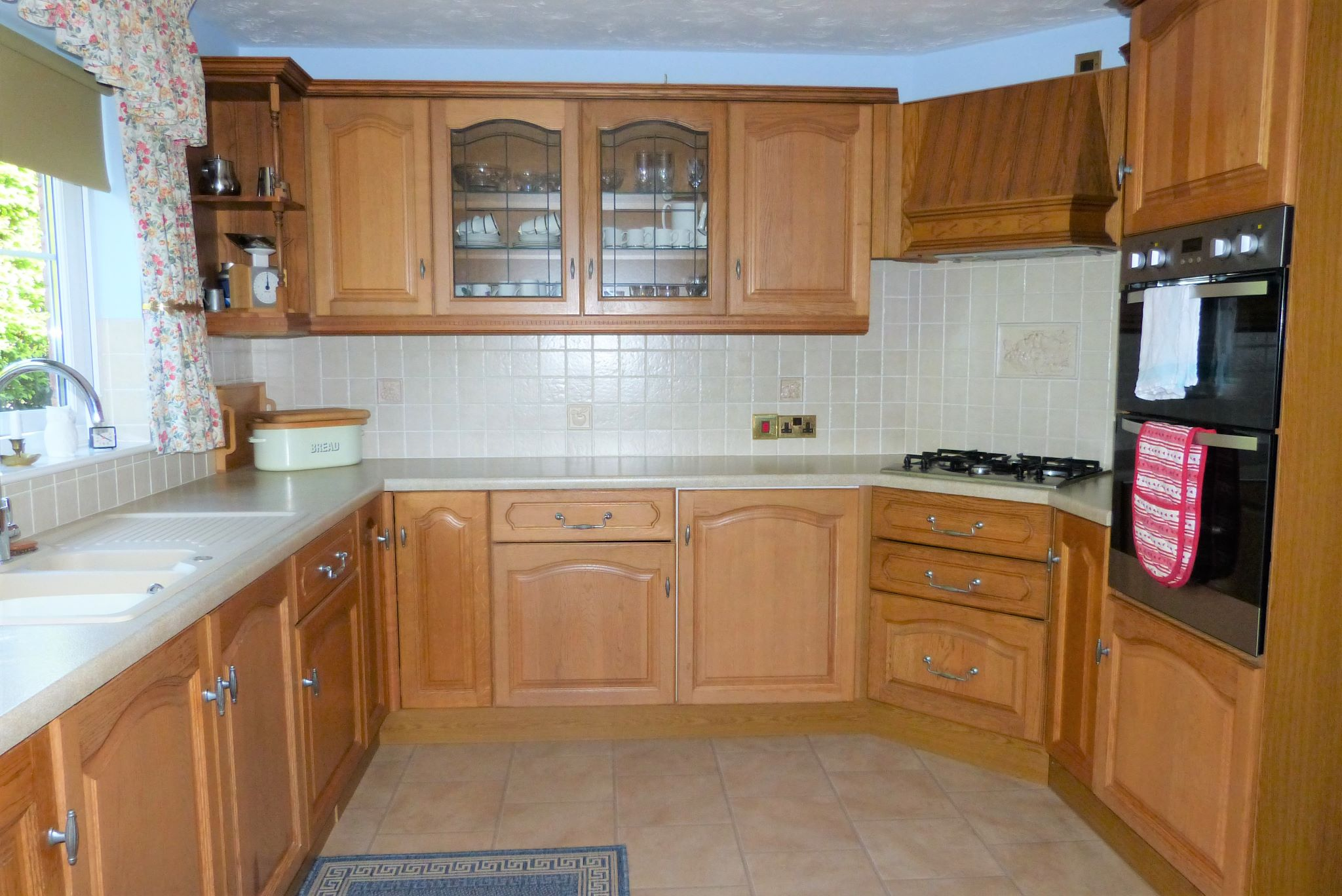 3 bedroom detached bungalow SSTC in Abergele - Photograph 5