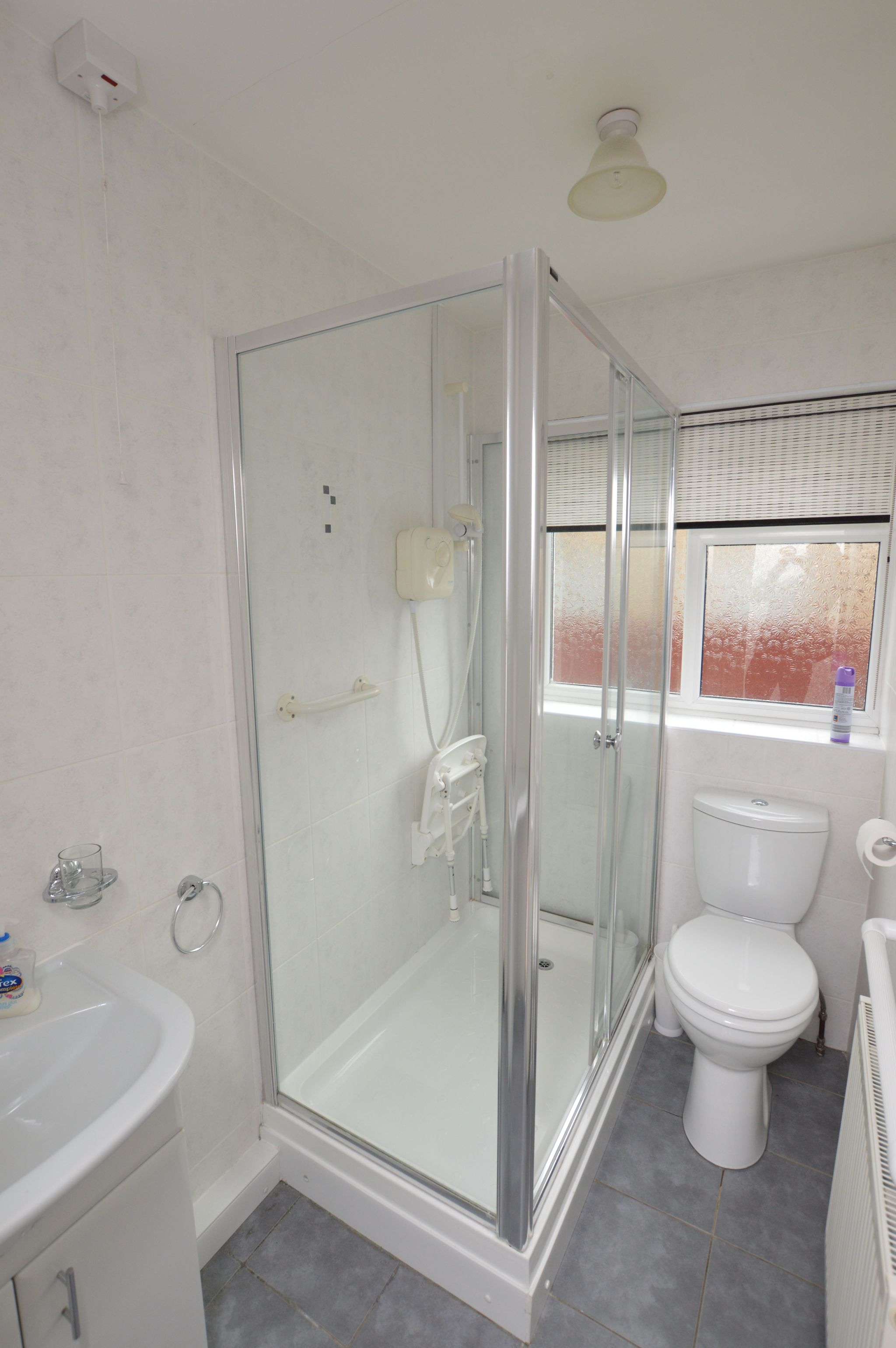 2 bedroom semi-detached bungalow For Sale in Abergele - Bathroom