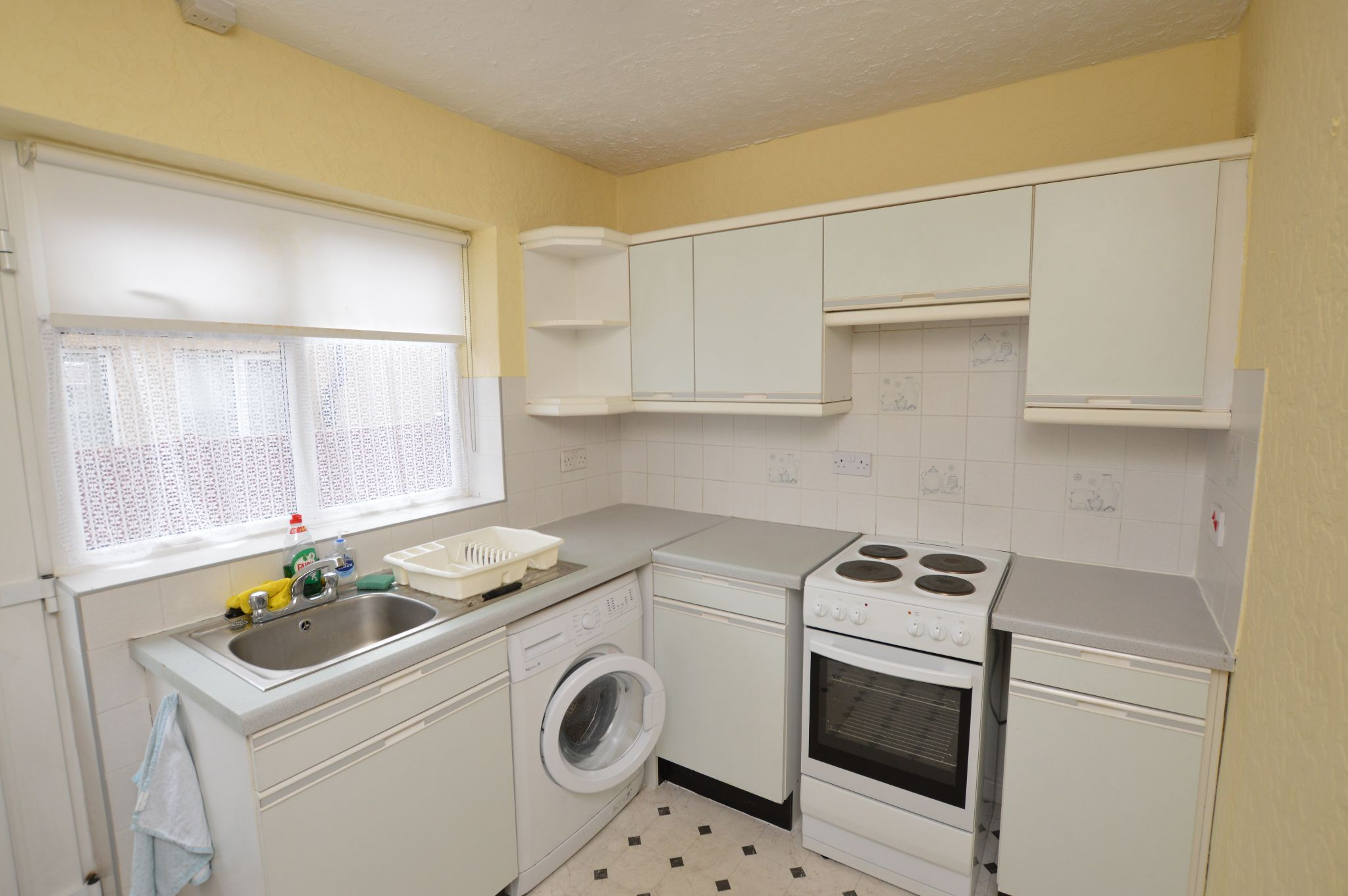 2 bedroom semi-detached bungalow For Sale in Abergele - Kitchen View 2