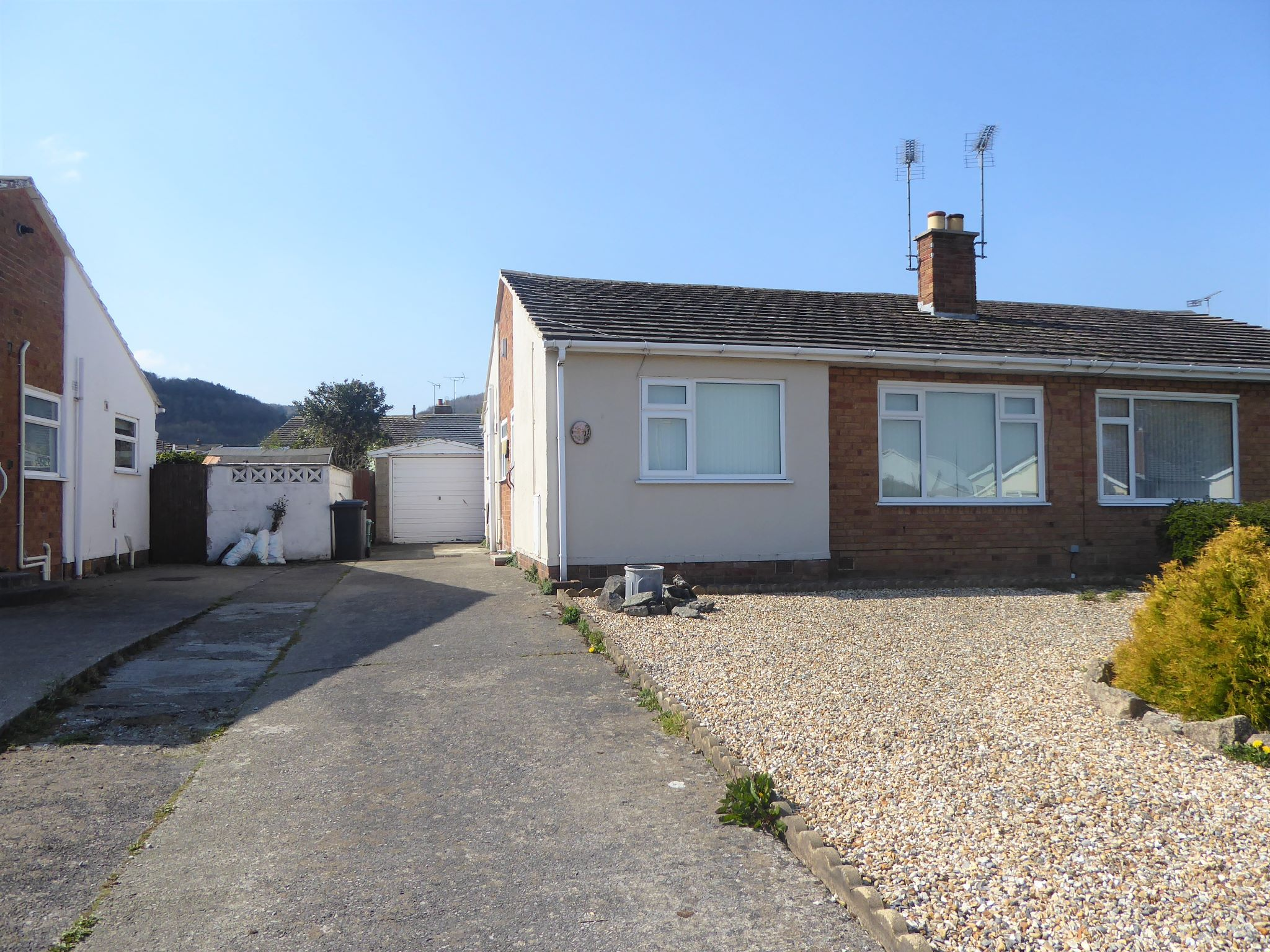 2 bedroom semi-detached bungalow For Sale in Abergele - Photograph 1