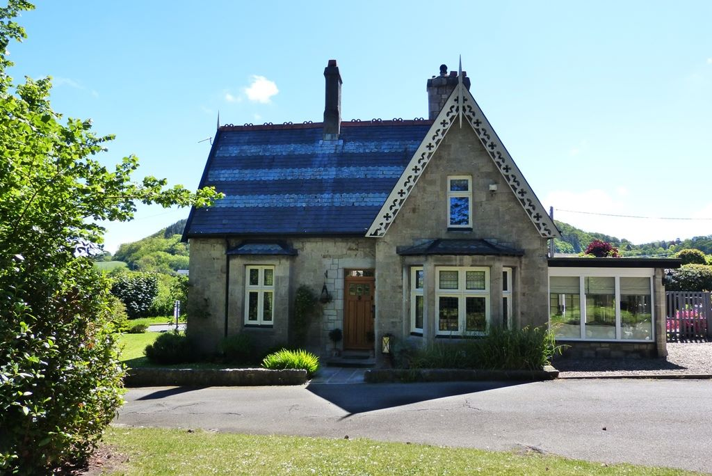 2 bedroom cottage house SSTC in Abergele - Photograph 1