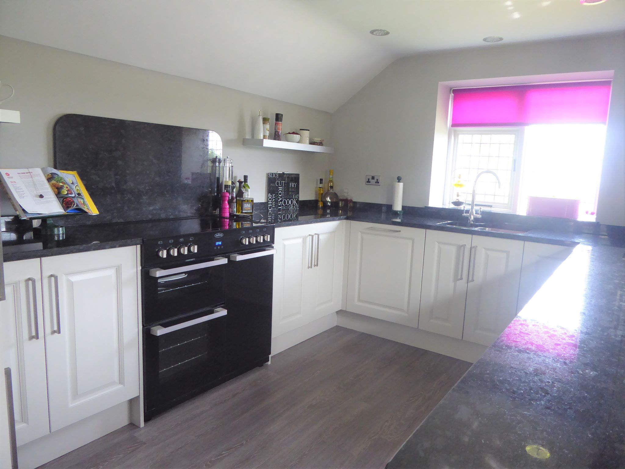 2 bedroom cottage house SSTC in Abergele - Photograph 9