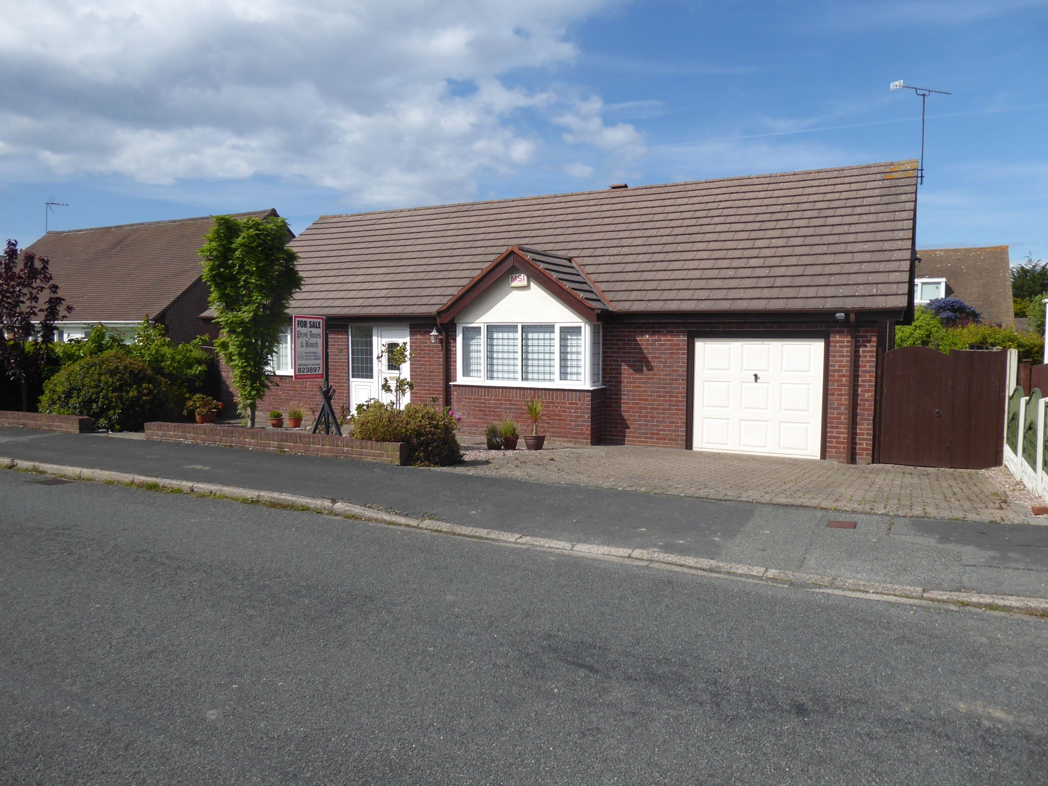 2 bedroom detached bungalow For Sale in Abergele - photo 1