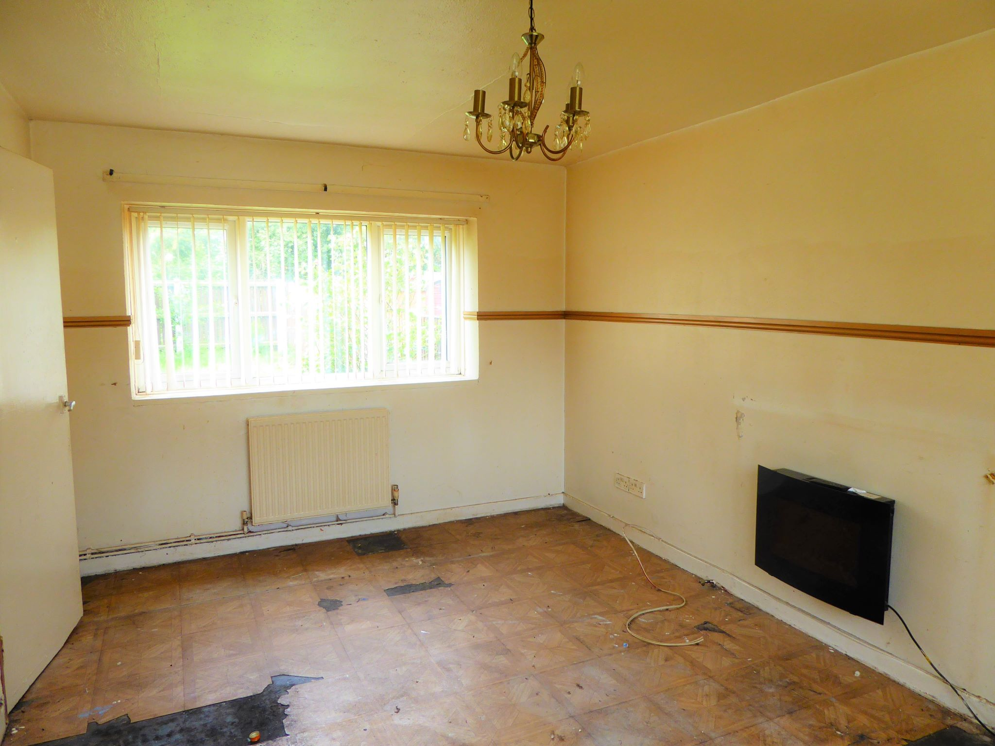 3 bedroom mid terraced house SSTC in Abergele - Photograph 2