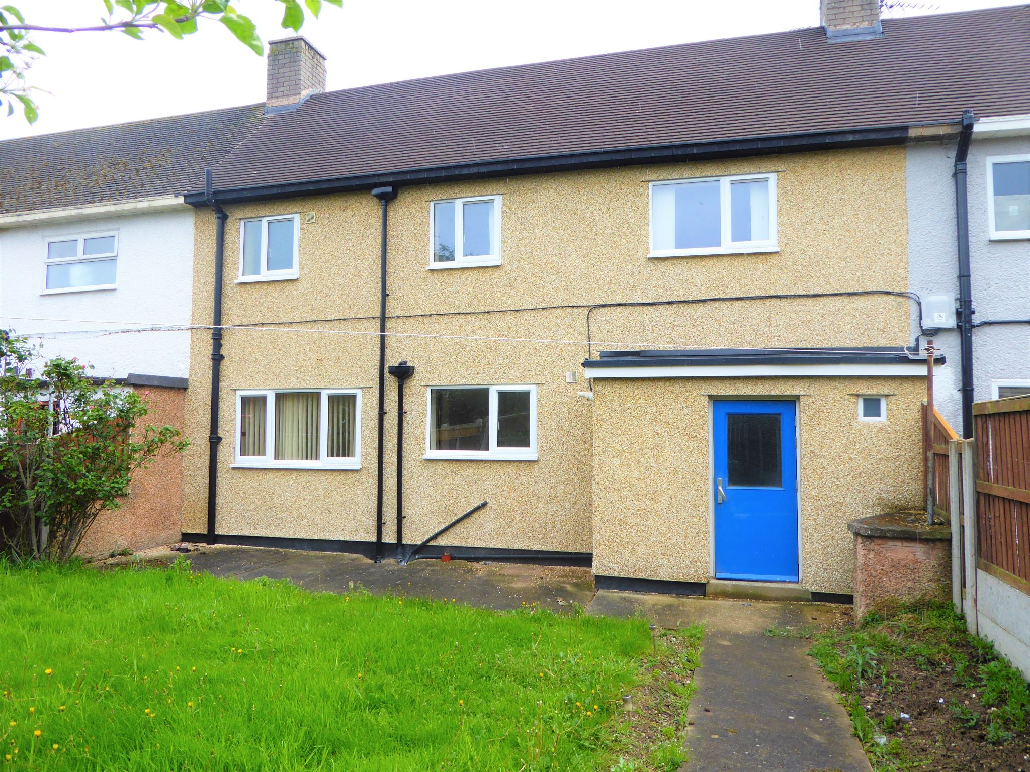 3 bedroom mid terraced house SSTC in Abergele - Photograph 11