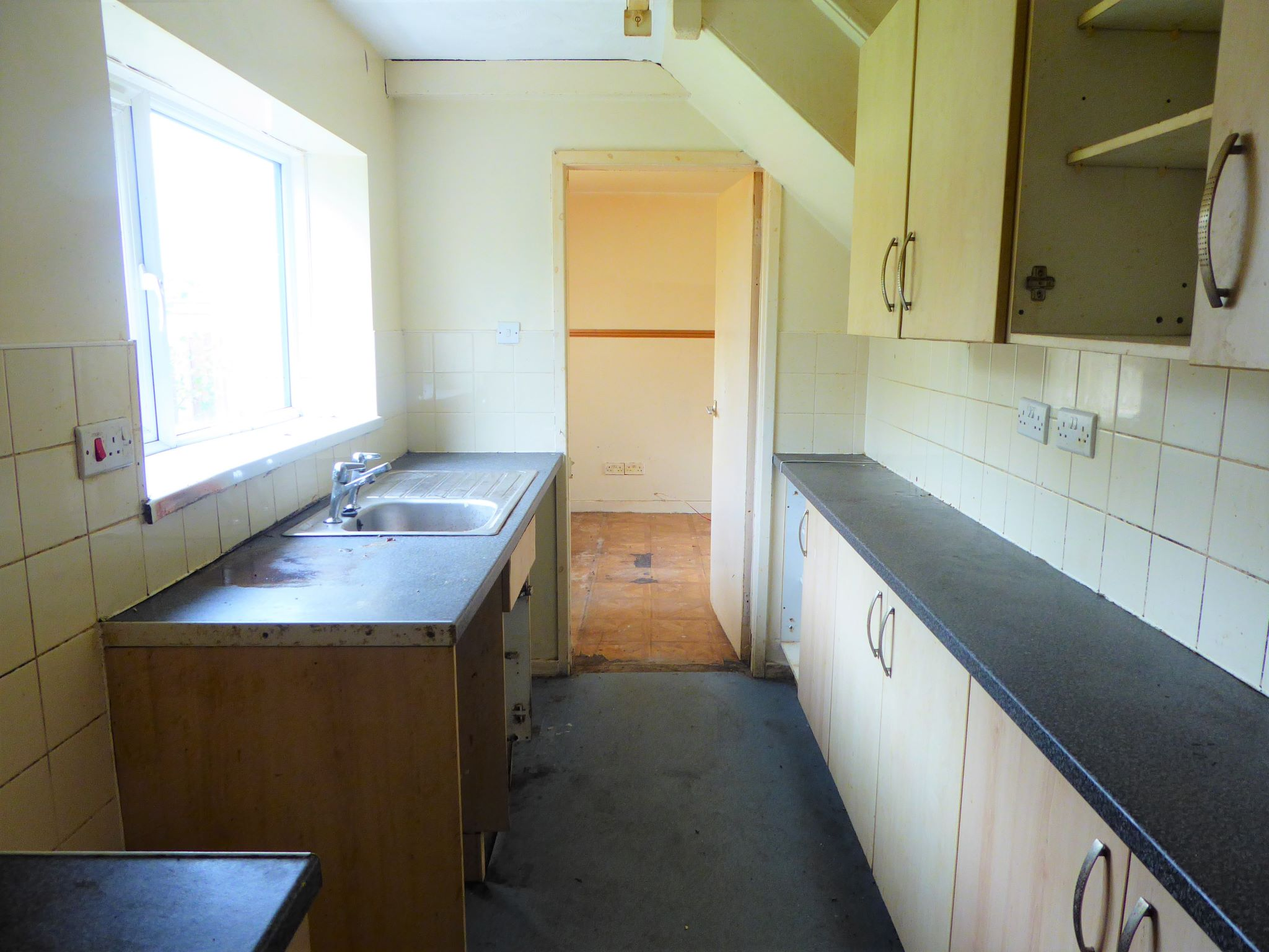 3 bedroom mid terraced house SSTC in Abergele - Photograph 4