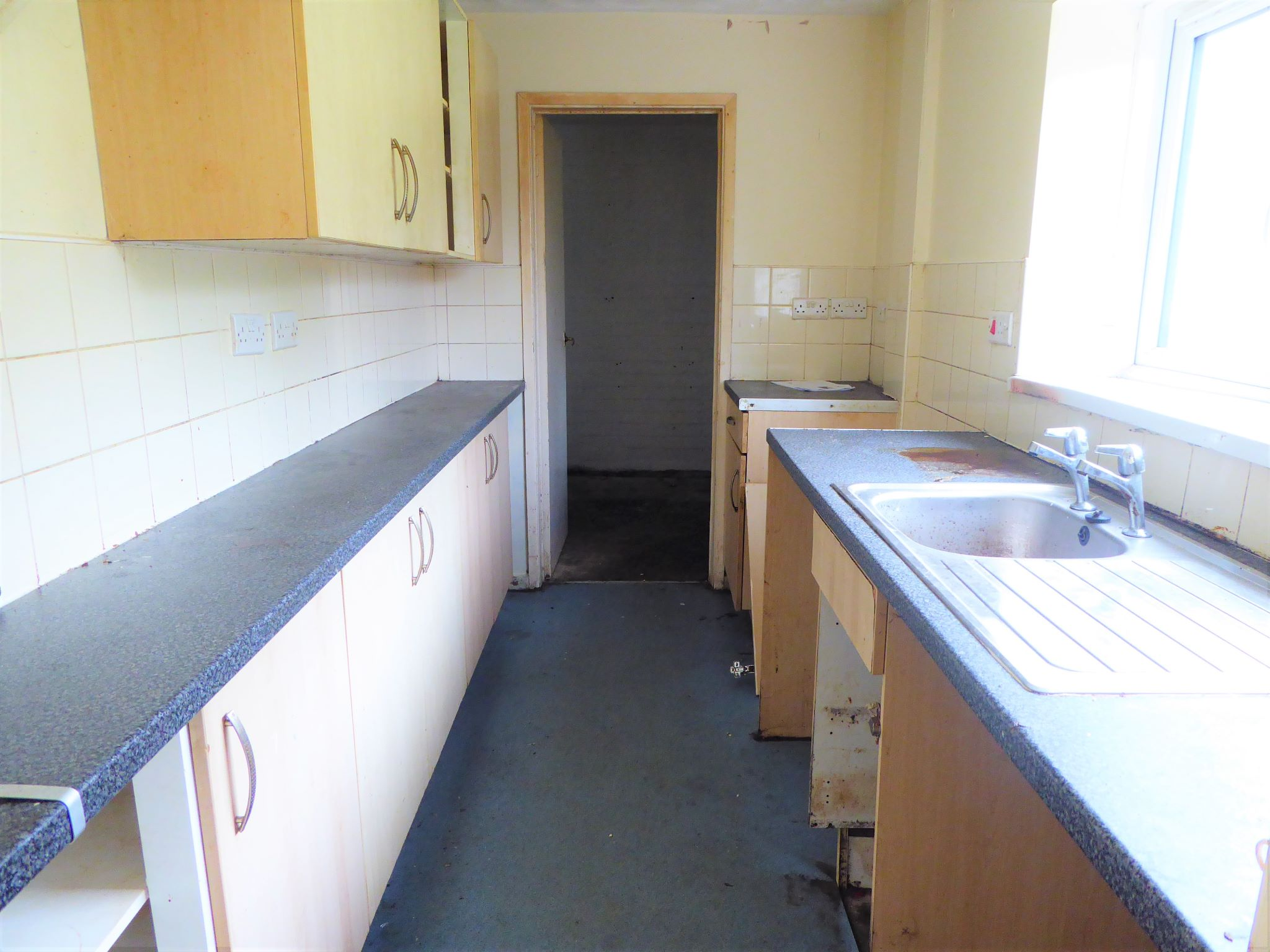 3 bedroom mid terraced house SSTC in Abergele - Photograph 3