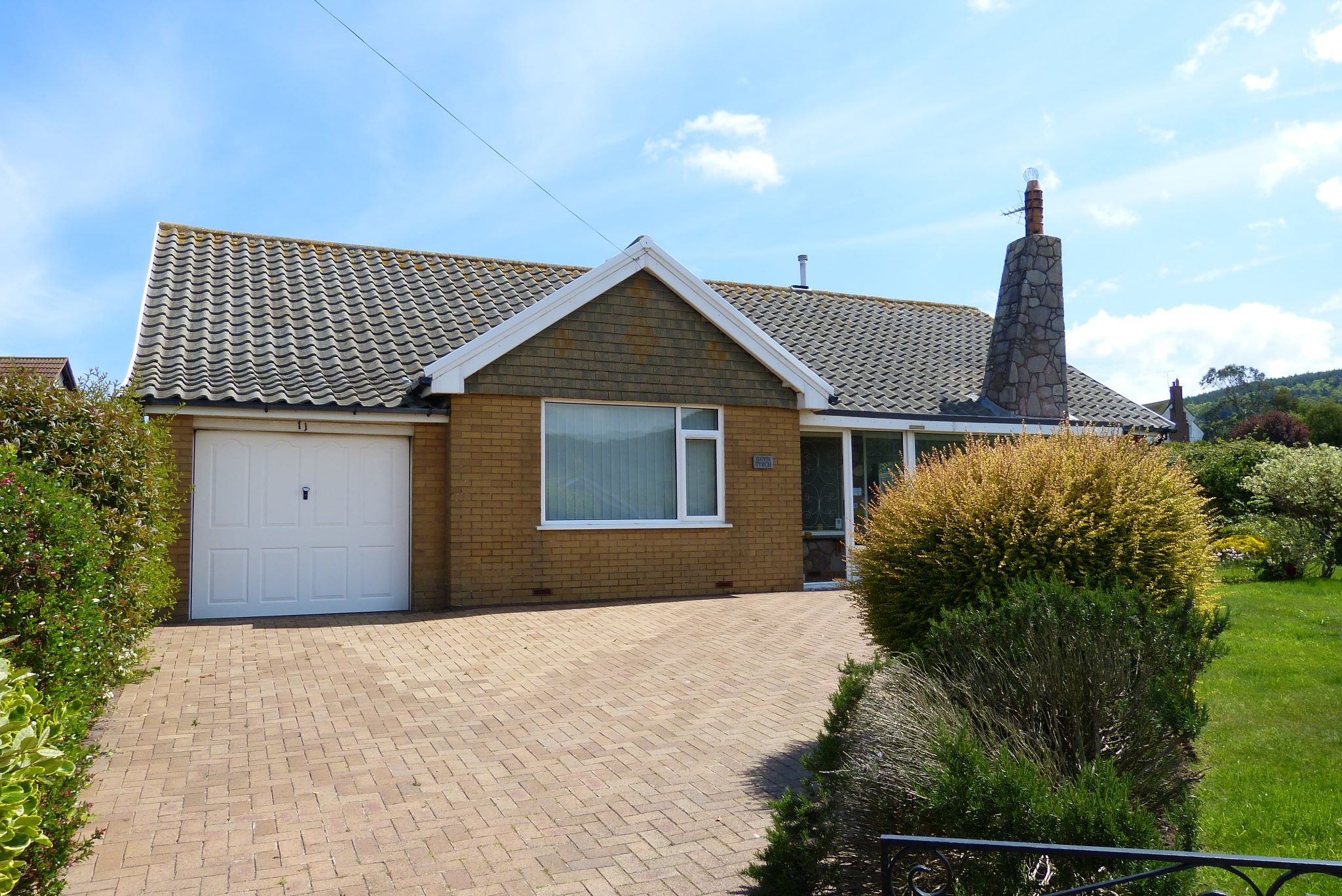 2 bedroom detached bungalow SSTC in Abergele - Photograph 10