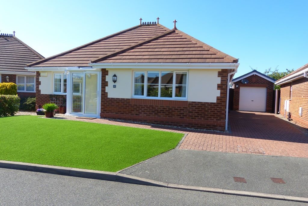 3 bedroom detached bungalow For Sale in Abergele - Photograph 1