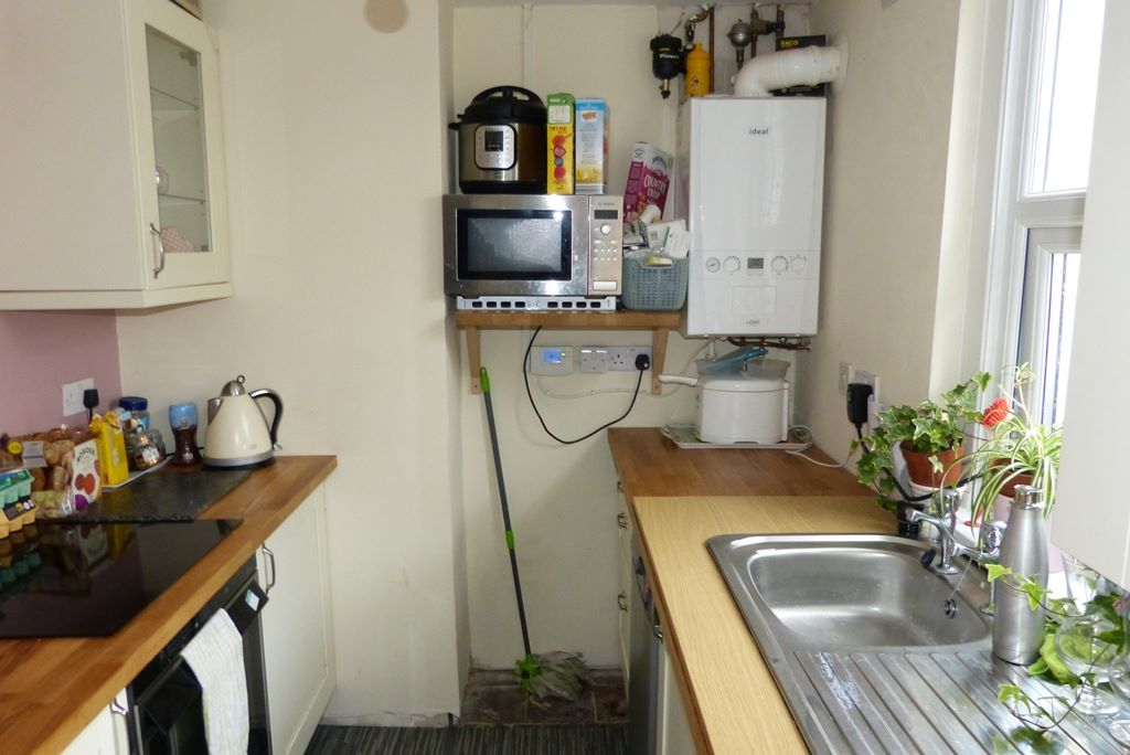 3 bedroom end terraced house For Sale in Abergele - Photograph 3