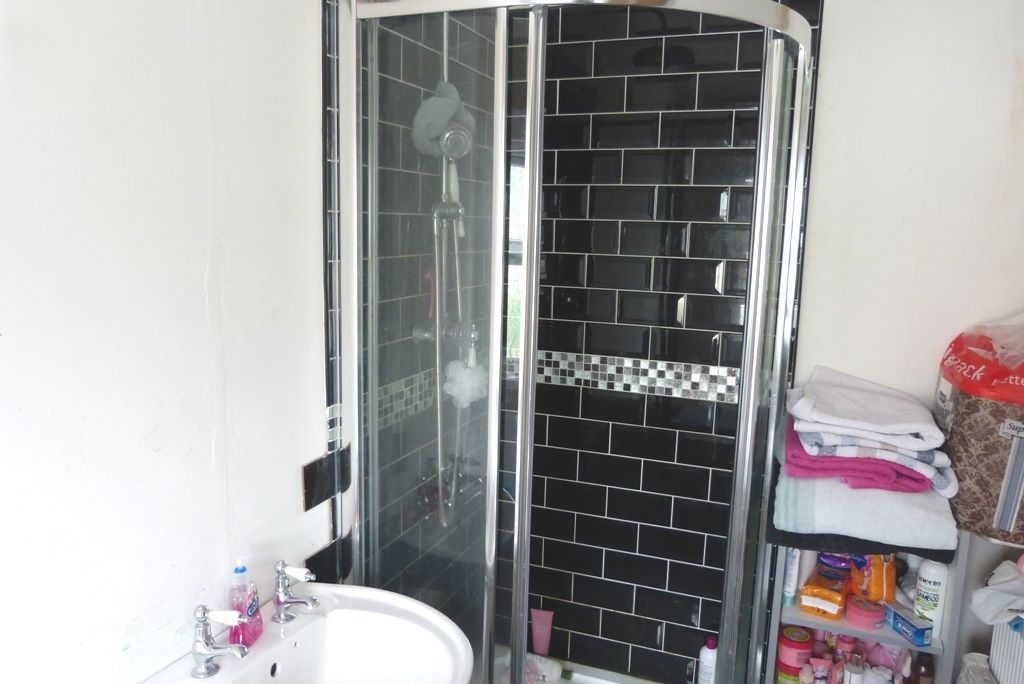 3 bedroom end terraced house For Sale in Abergele - Photograph 9