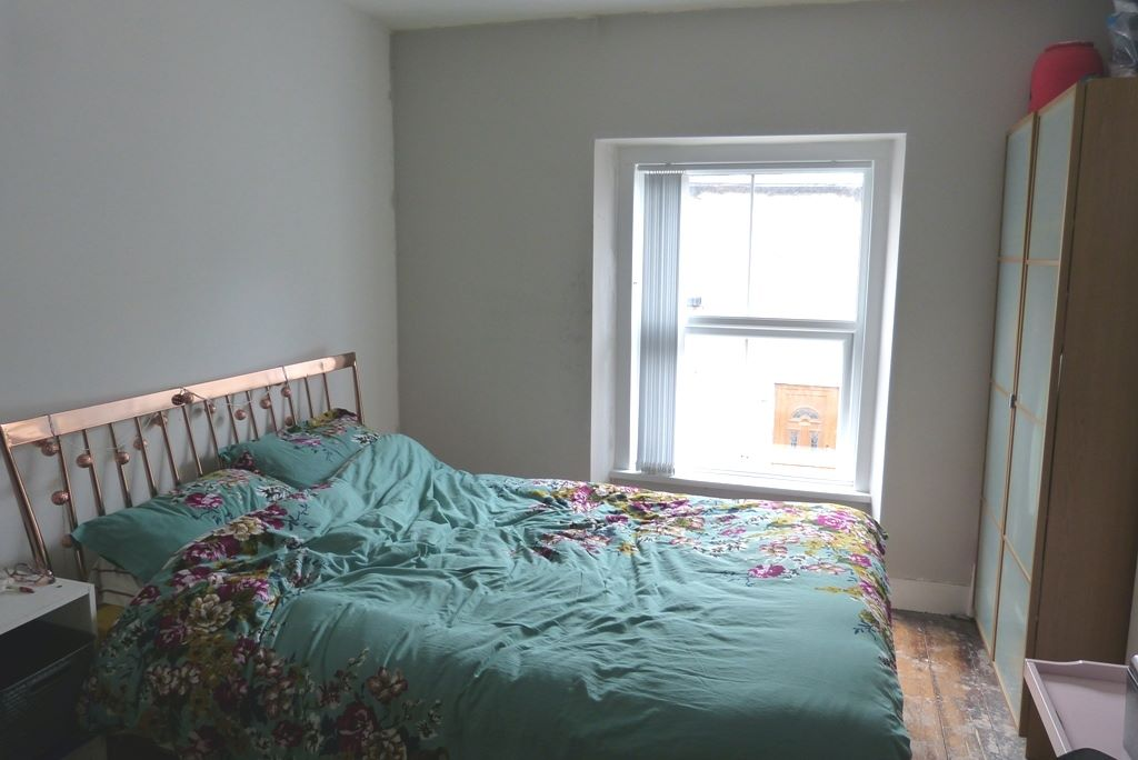 3 bedroom end terraced house For Sale in Abergele - Photograph 6
