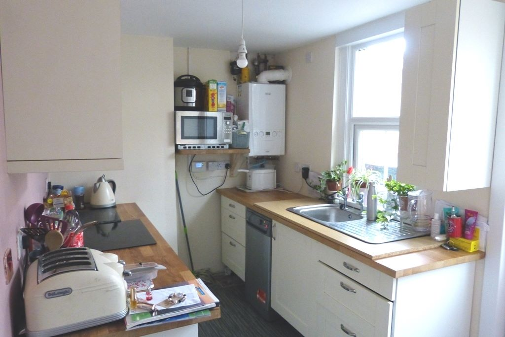 3 bedroom end terraced house For Sale in Abergele - Photograph 4
