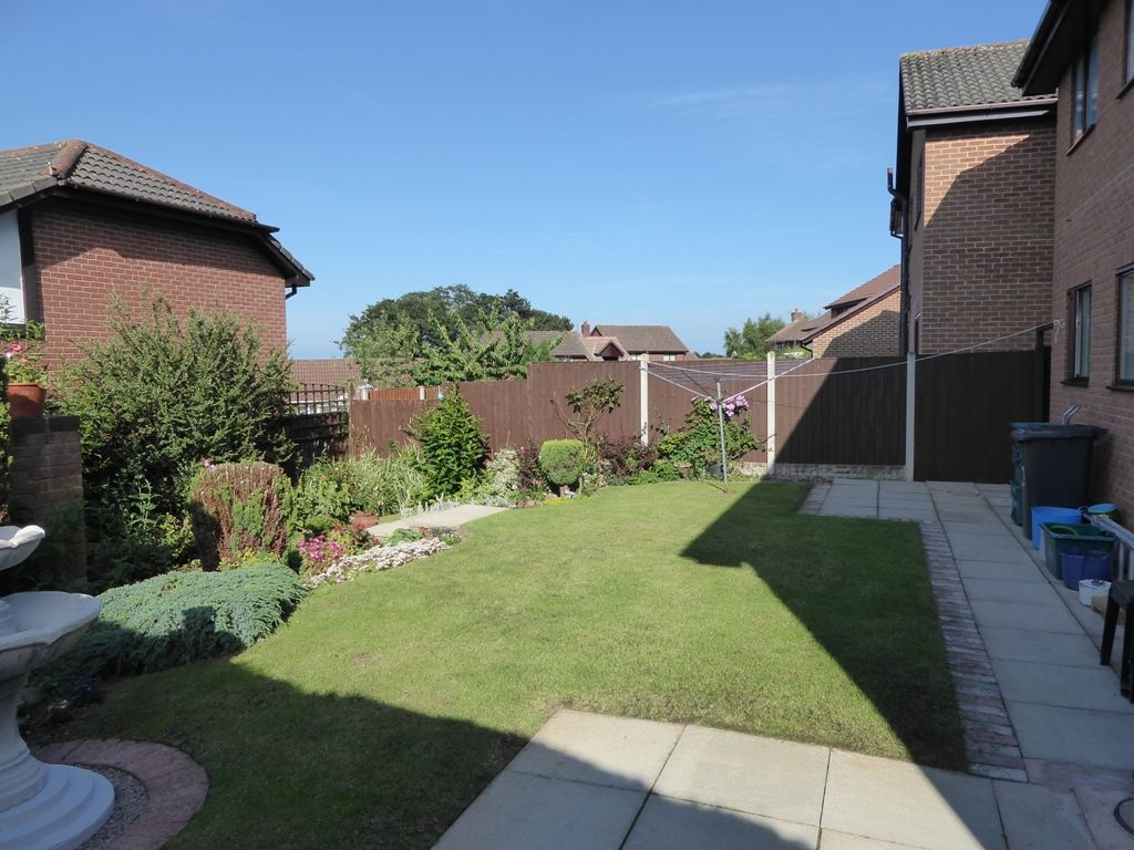 5 bedroom detached house Under Offer in Abergele - Photograph 11