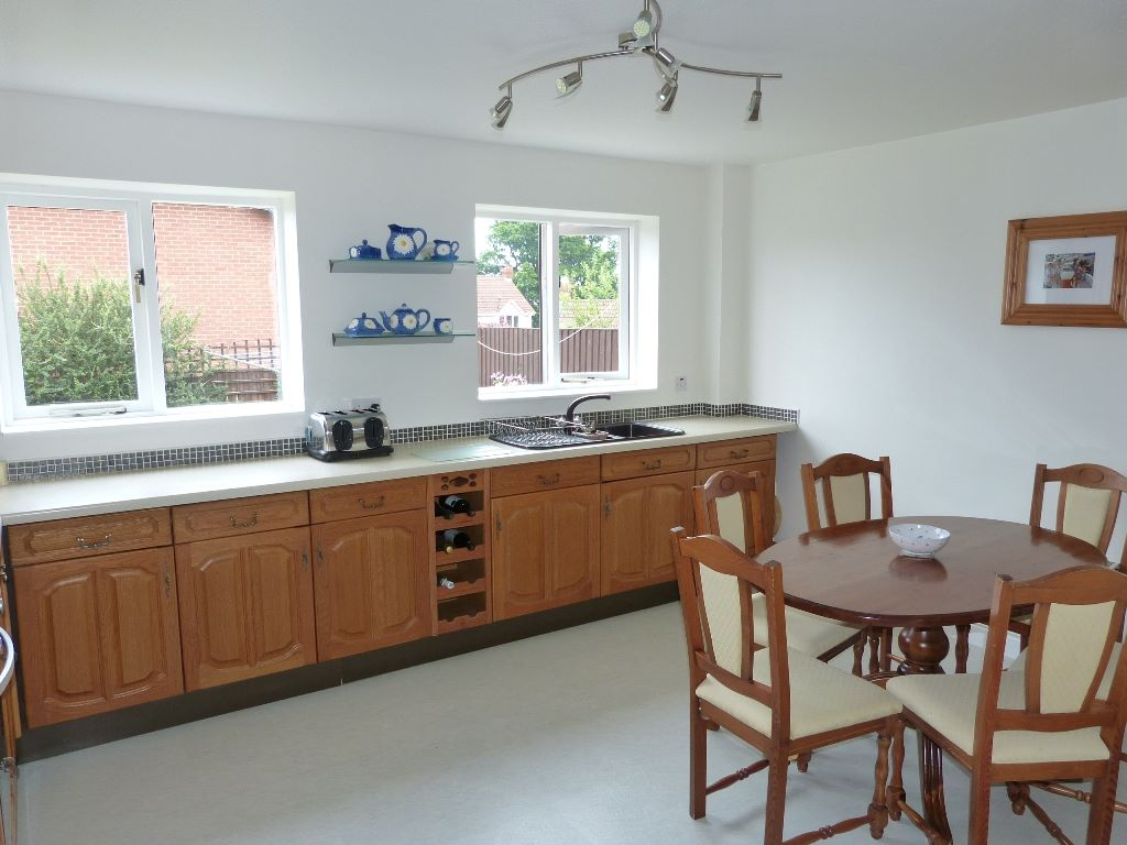 5 bedroom detached house Under Offer in Abergele - Photograph 5