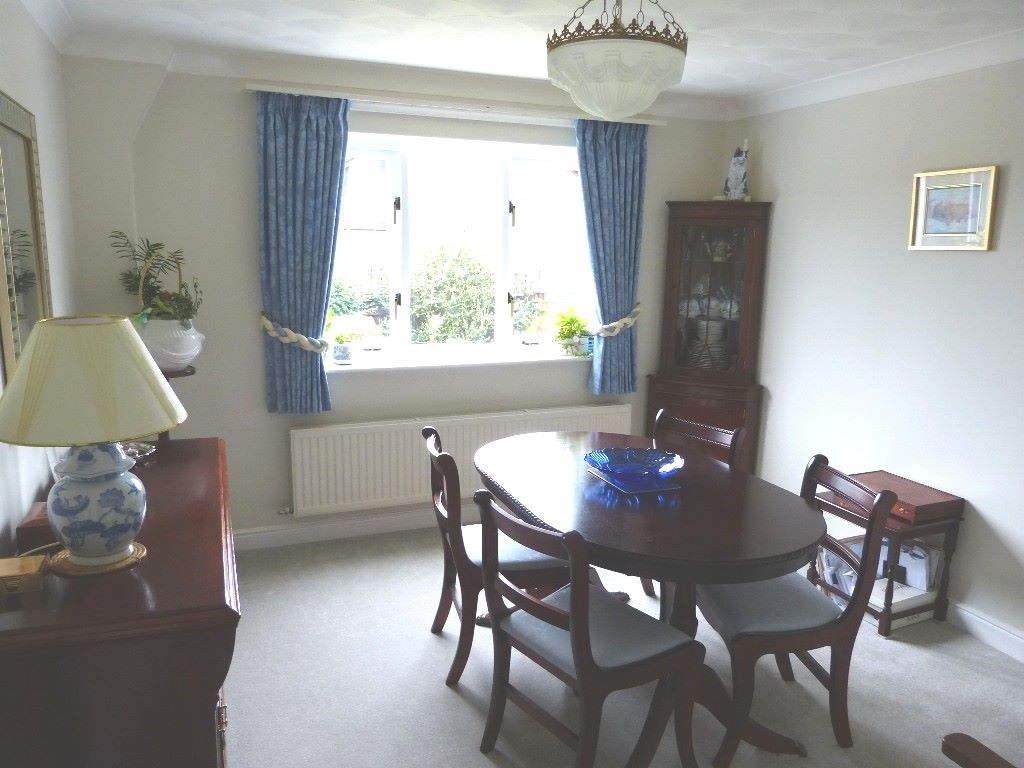 5 bedroom detached house Under Offer in Abergele - Photograph 7