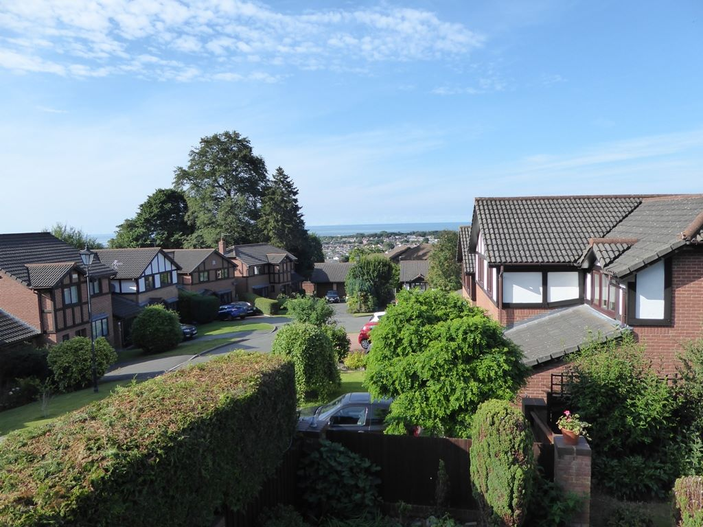 5 bedroom detached house Under Offer in Abergele - Photograph 13