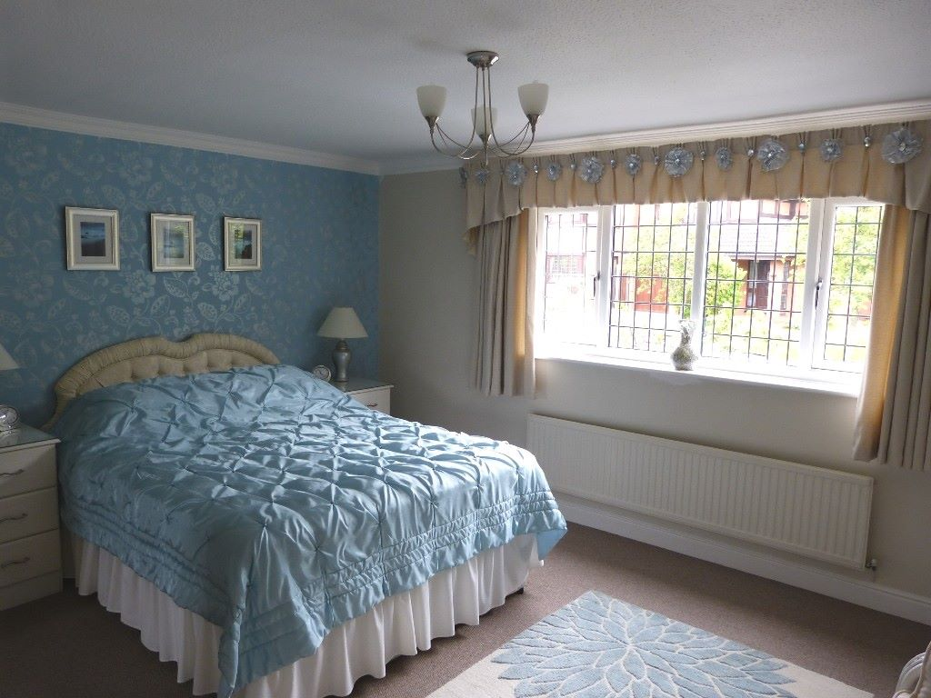 5 bedroom detached house Under Offer in Abergele - Photograph 8